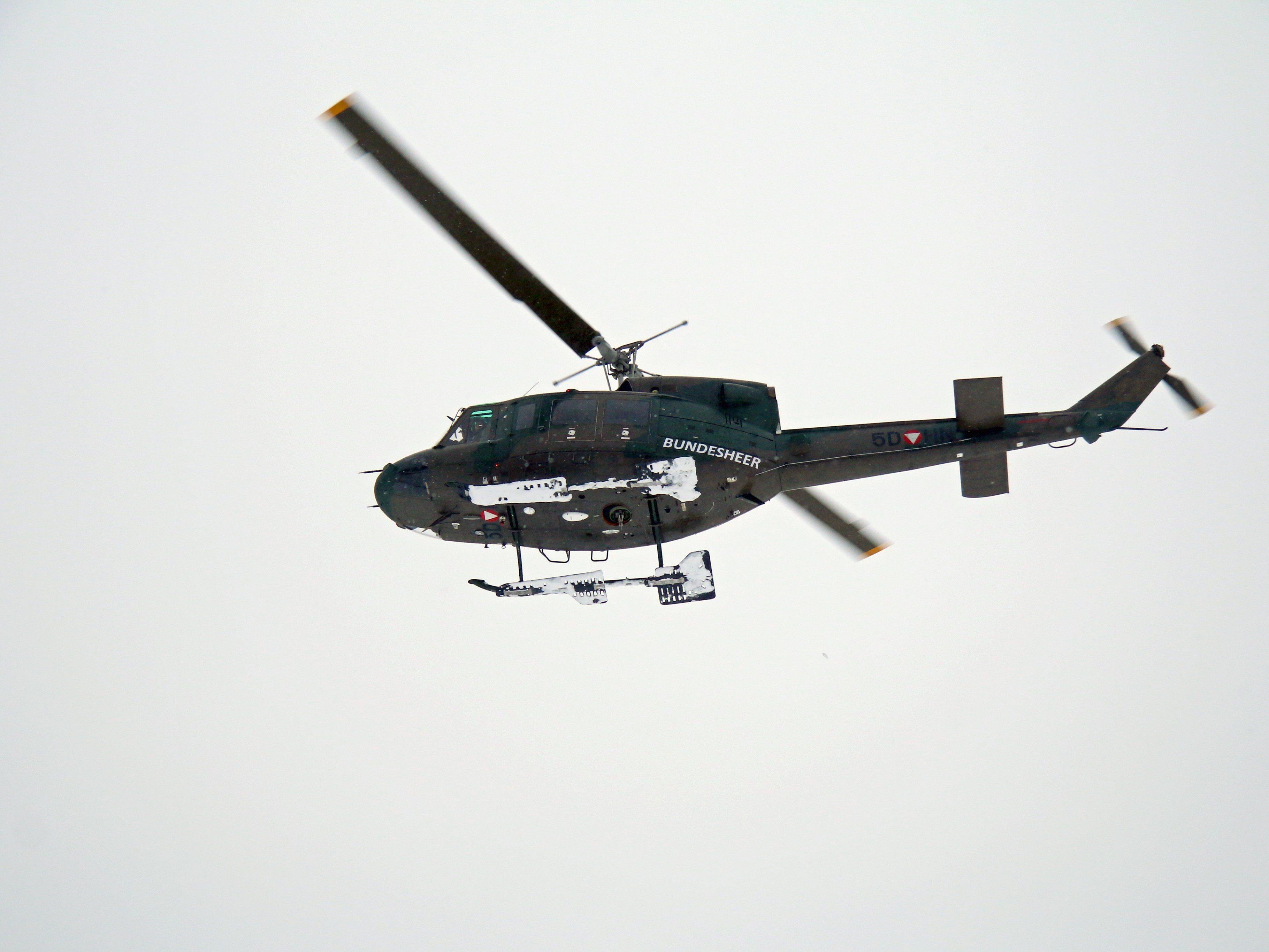 """Während der Operation """"Daedalus"""" sichern von Hohenems aus drei Hubschrauber und 22 Mann des ERTA den Luftraum während des Weltwirtschaftsforum in Davos."""