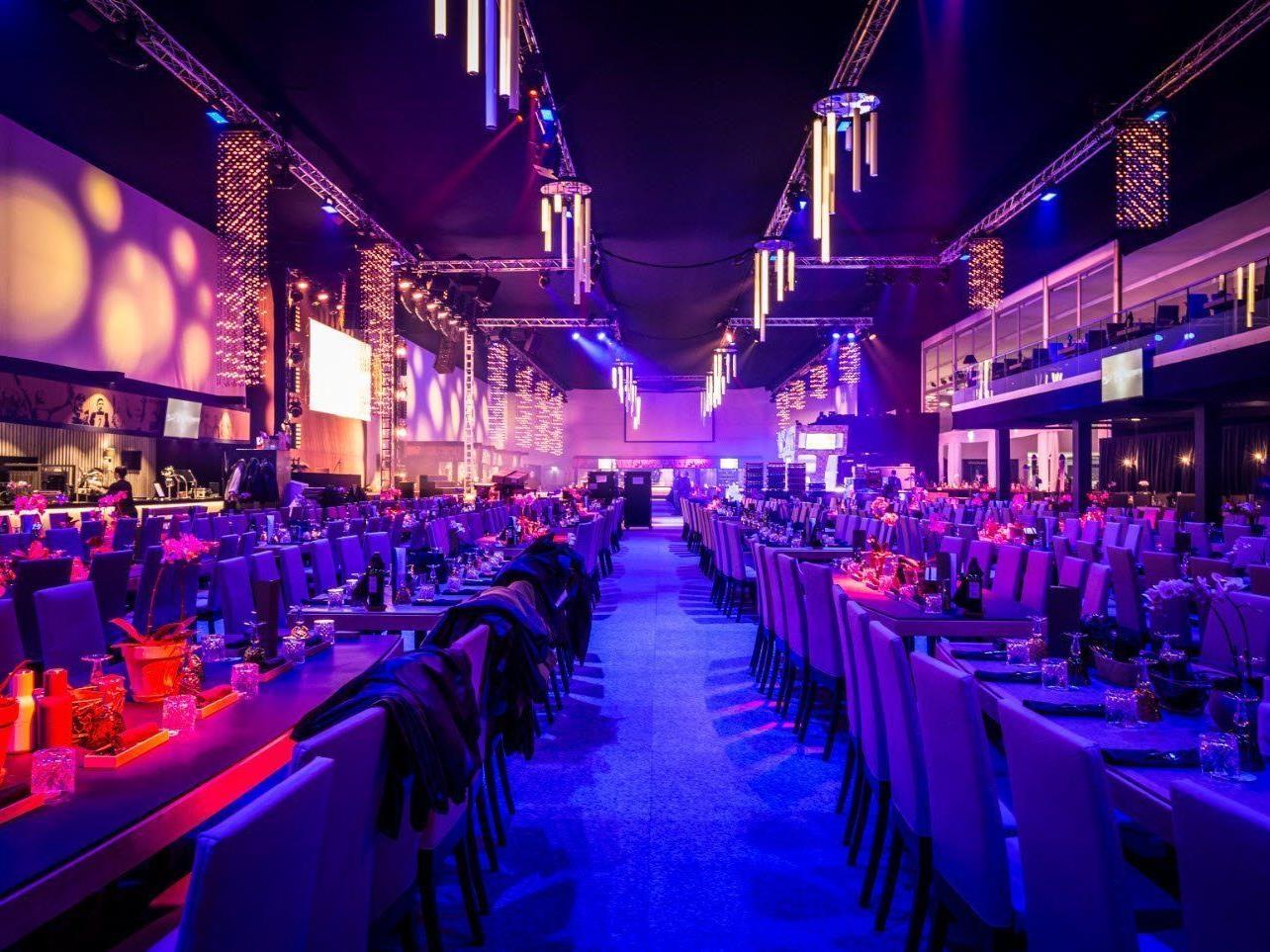 Zumtobel setzt mit innovativen Beleuchtungslösungen den KitzRaceClub in Szene