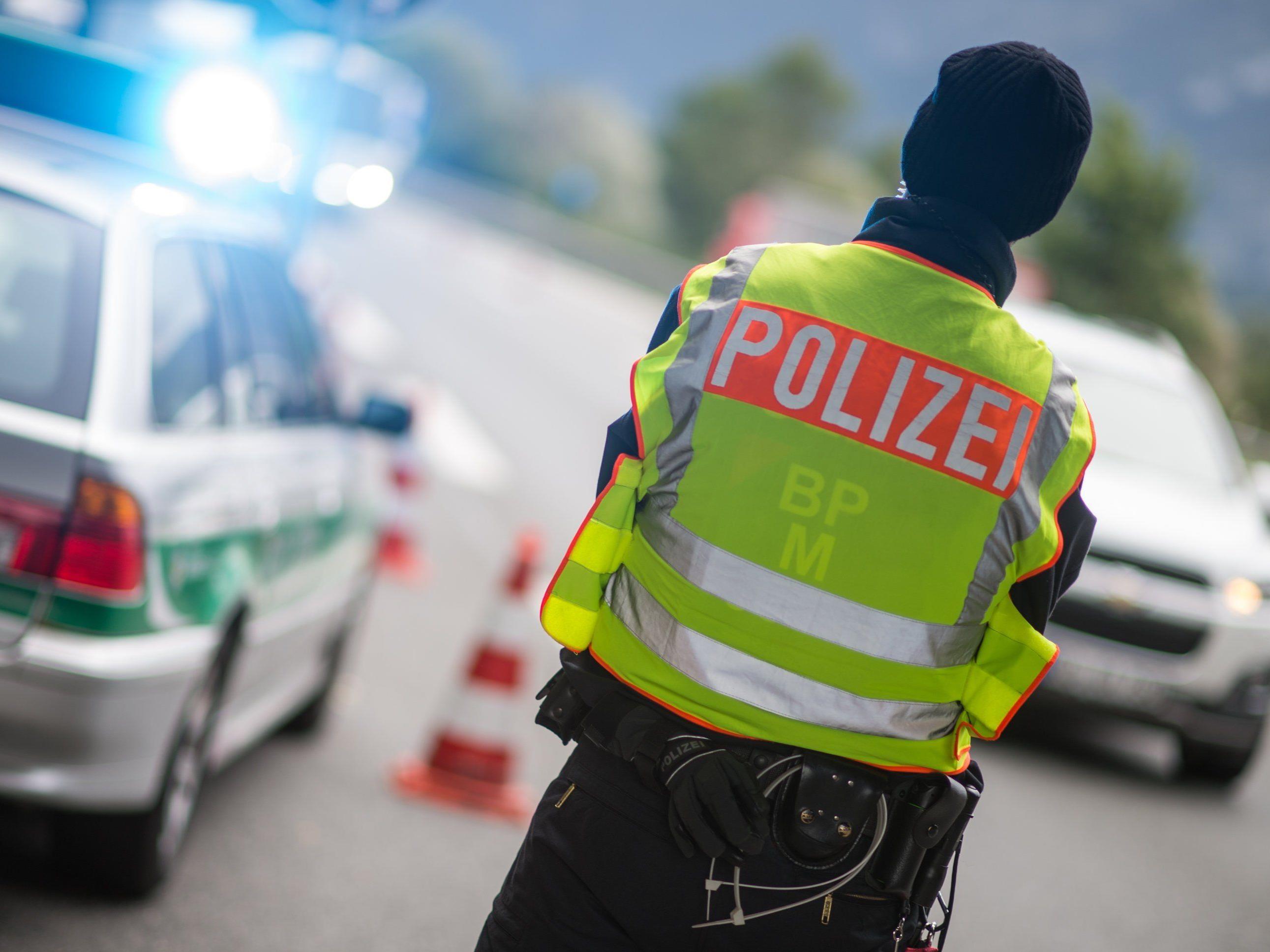 Mann schrieb nach Personenkontrolle Postkarte an Beamte in Bayern.