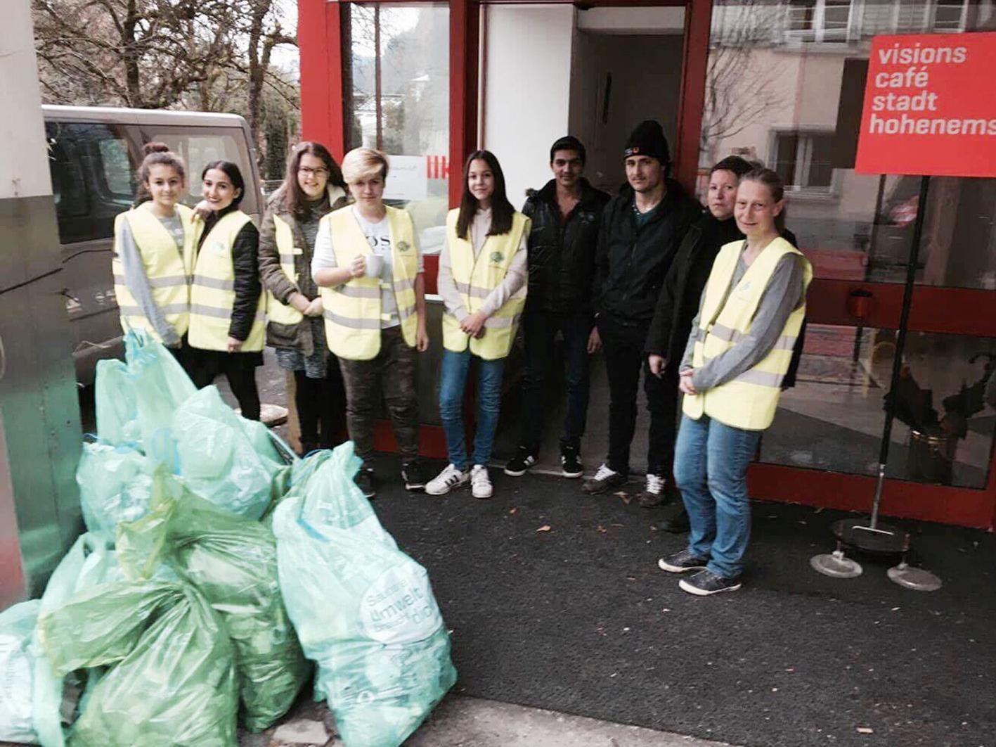 Freiwillige sammelten zwölf Säcke mit Abfall im Hohenemser Gemeindegebiet.