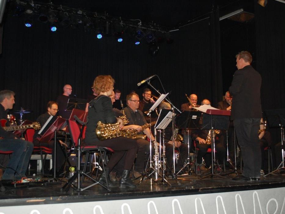 Die Big Band Walgau begeisterte mit ihren ausgesuchten Stücken Vorarlberger Komponisten auf der Kulturbühne Schruns.