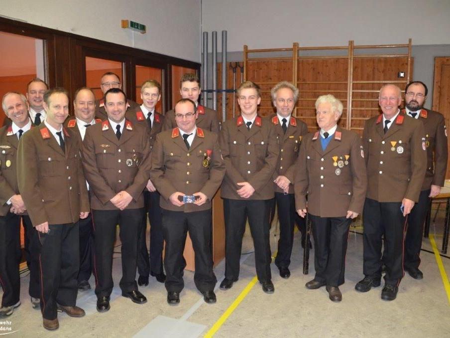 Die Kameraden der Feuerwehr Vandans genossen mit Ehrengästen und Geehrten einen tollen Rückblick auf das vergangene Jahr.
