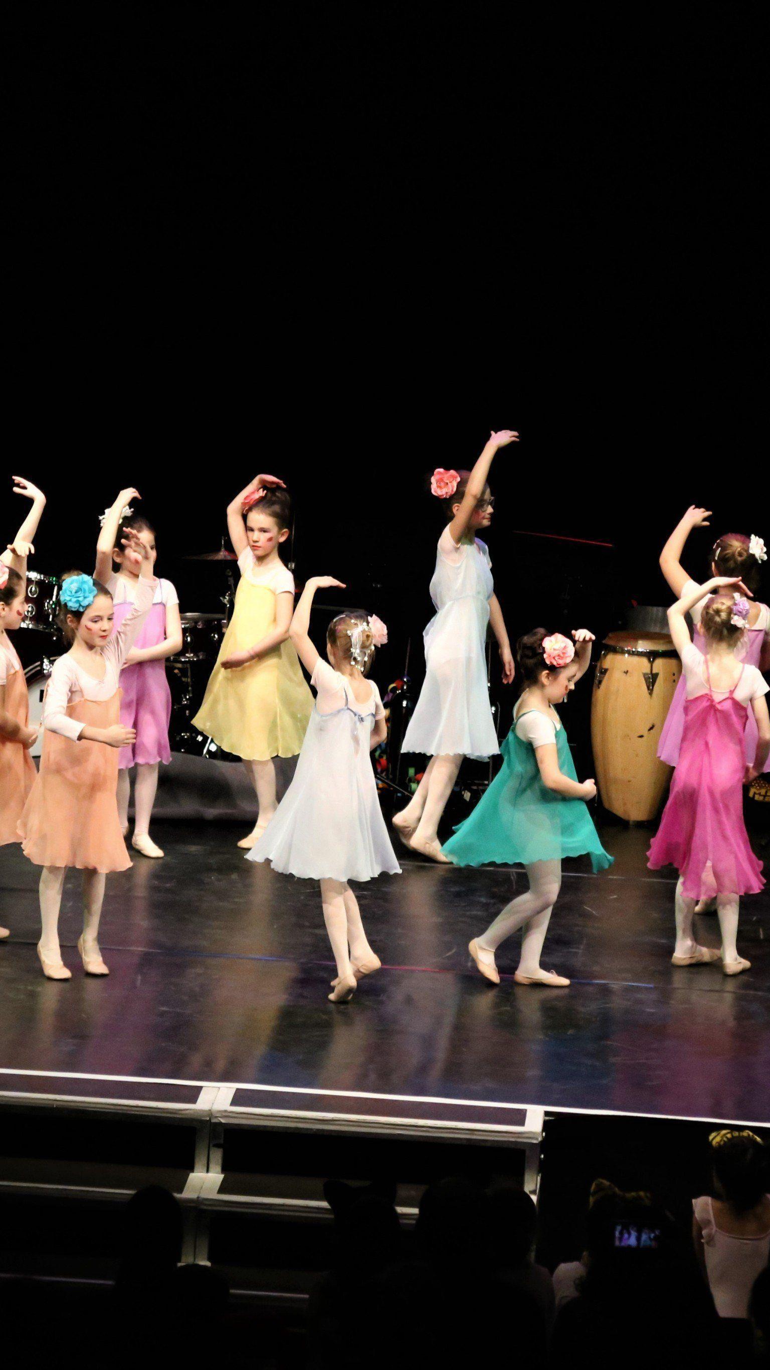 """""""Dancing Flowers"""": Die Klasse von Eldina Walser-Bisio zeigte choreografisches Talent."""