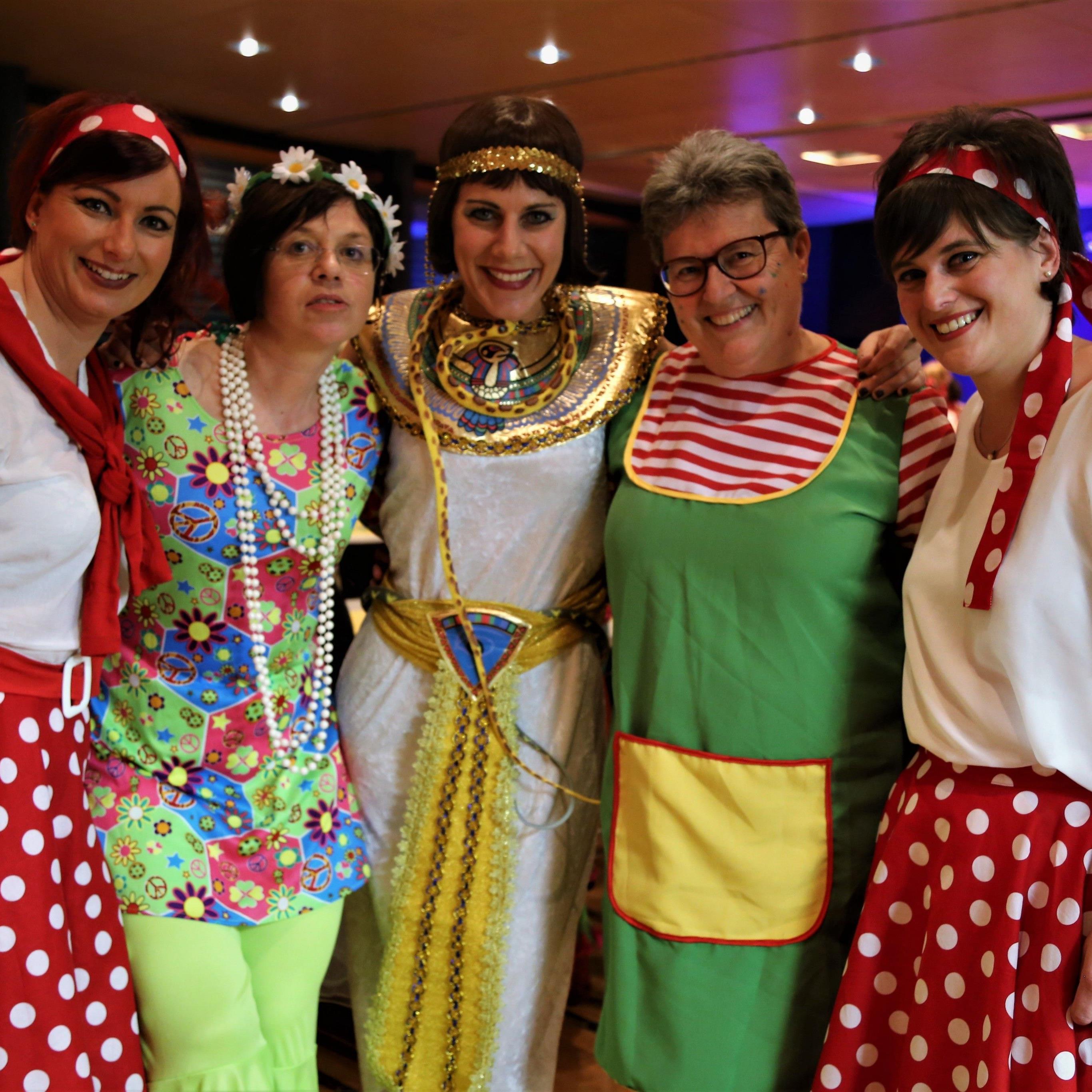 Frauenpower (v. l.): Manuela Zelzer (Obfrau Elternverein), Ortsvorsteherin Gabriele Graf, VS-Direktorin Susanne Speckle, Ruth Aberer (Obfrau Frauenbund) und Andrea Zelzer (Obfrau SV Tisis).