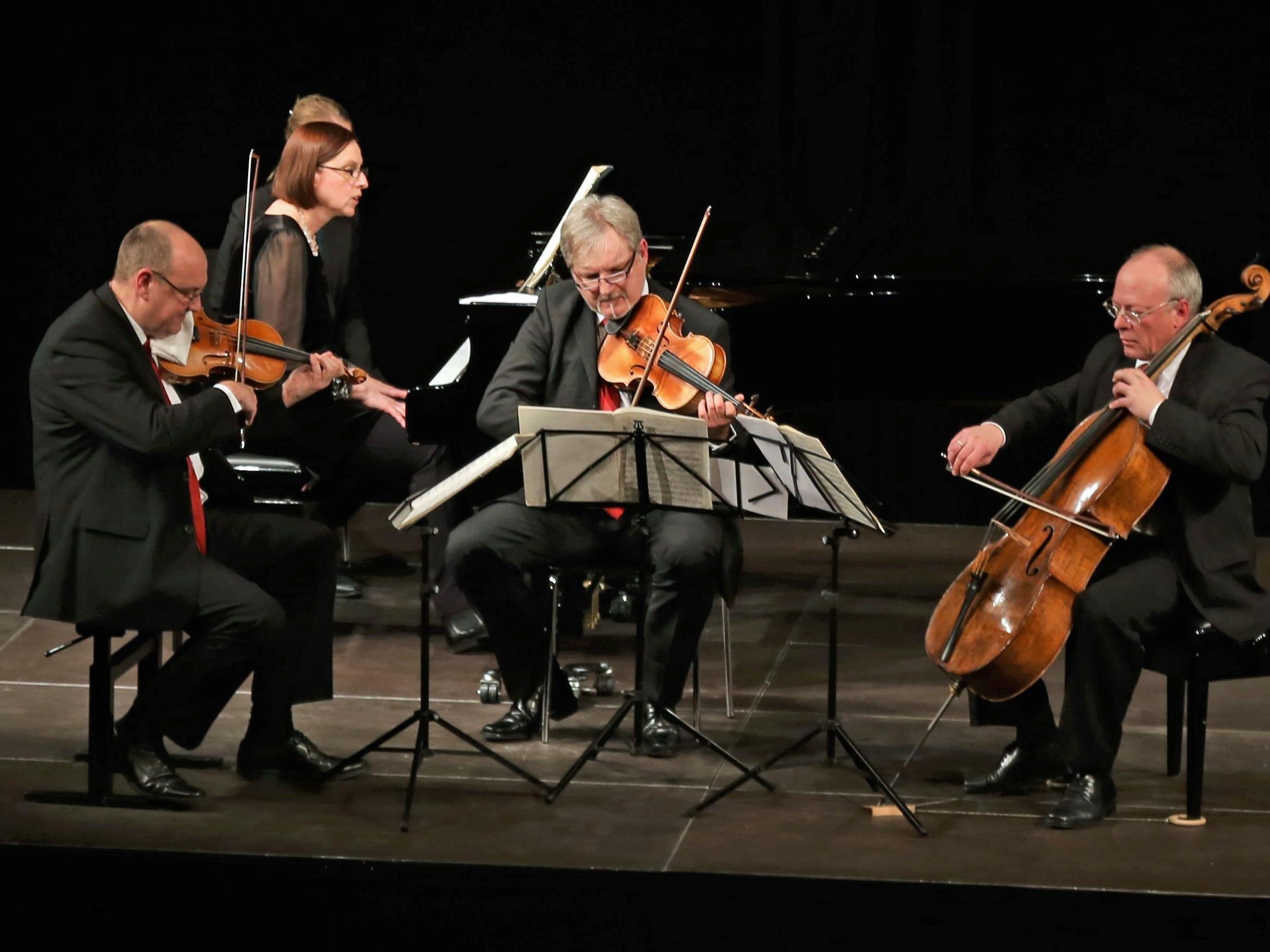 Anna Adamik (Klavier) und das Offenburger Streichtrio widmeten sich im Pförtnerhaus dem Klavierquartett in g-Moll von Johannes Brahms.