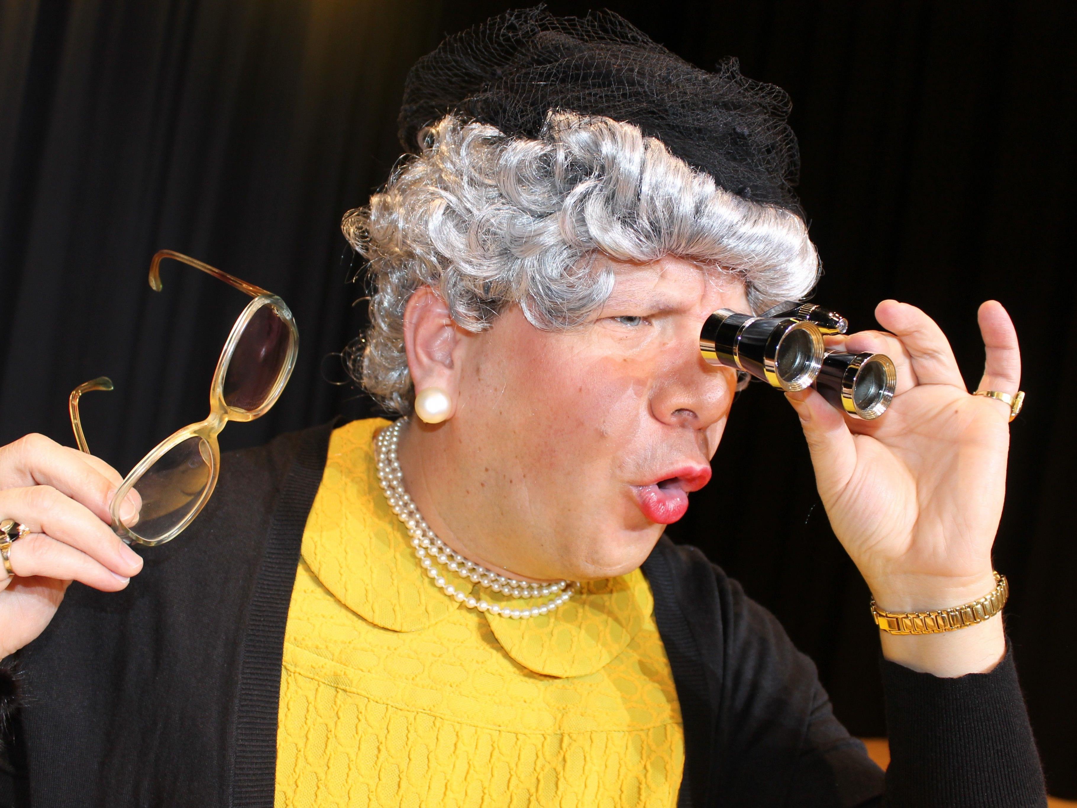 Oma Lilli alias Christian Mair sorgen am 24. März für einen lustien wie sinnigen Abend im Hofsteigsaal