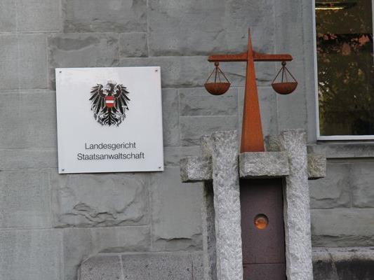 Wegen der Vorwürfe der versuchten Vergewaltigung und der sexuellen Belästigung muss sich ein Asylwerber vor dem Landesgericht Feldkirch verantworten.