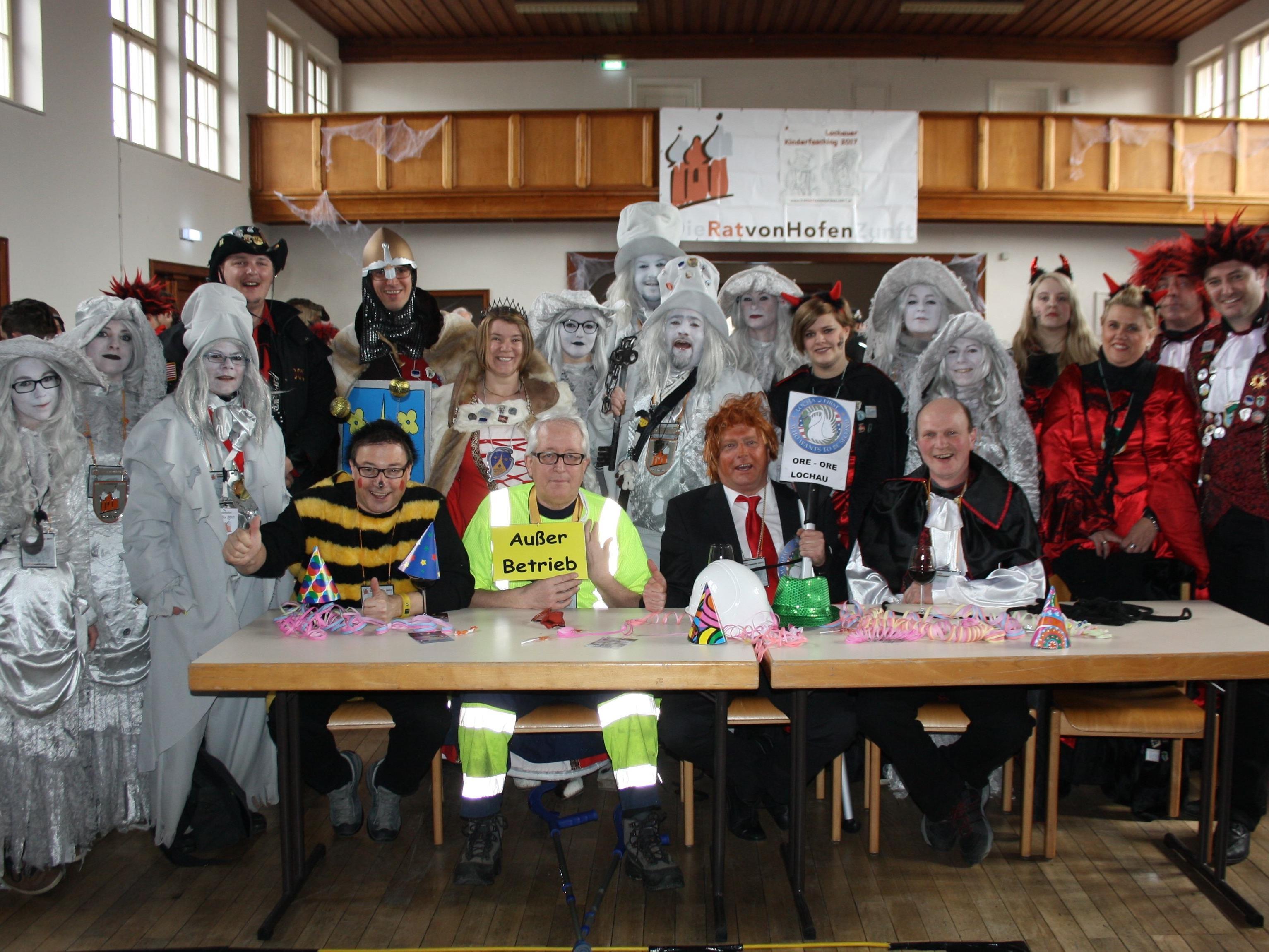 """Zusammen mit den Lochauer Faschingszünften Bäumle und Berg hat nun die RATvonHOFEN-Zunft mit ihrem """"Ober-Rat"""" Gogo Strauss mit der Übernahme des Gemeindeschlüssels die """"Regierungsgeschäfte"""" in Lochau übernommen."""
