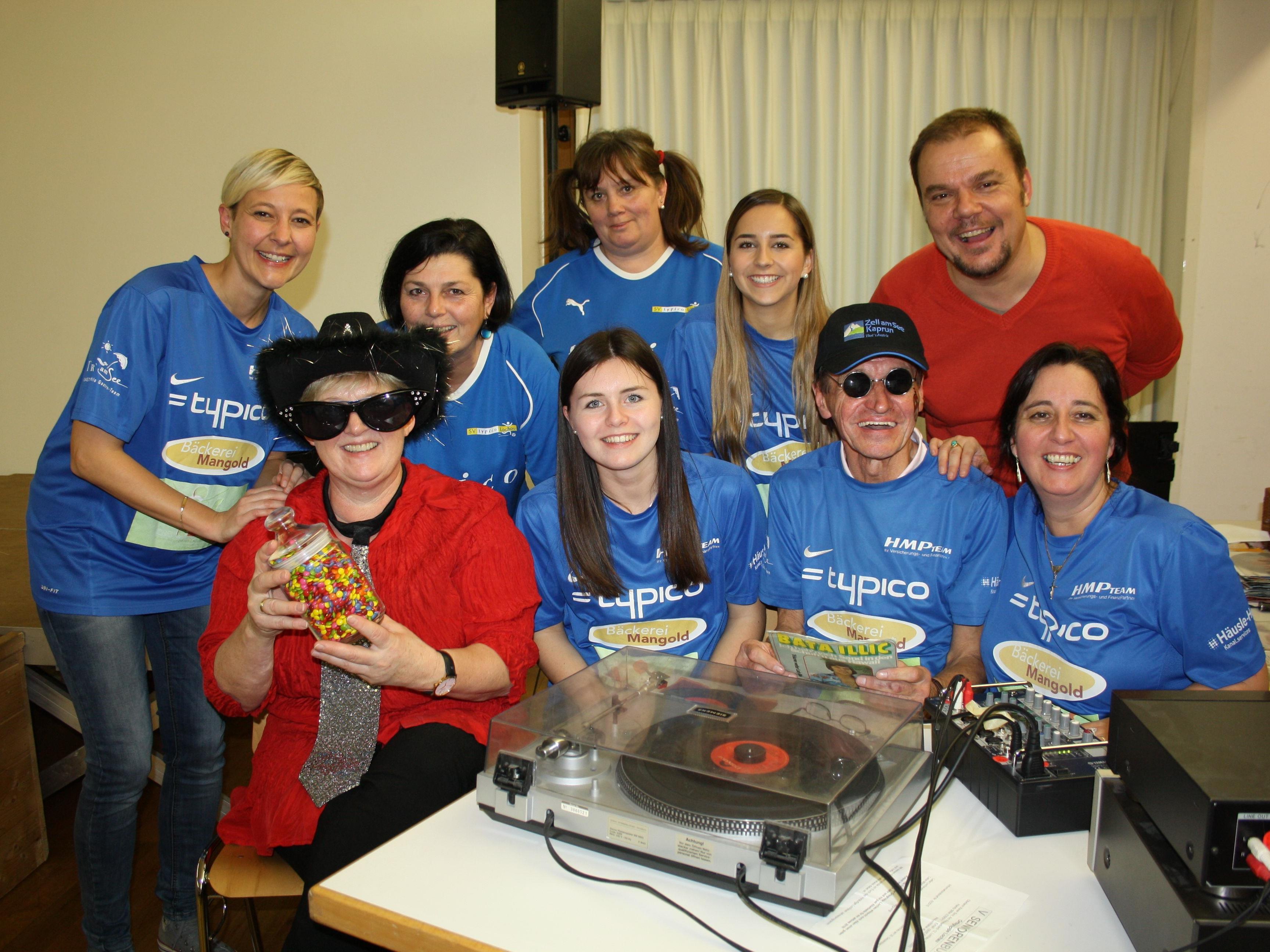 """Rund um Oldie-DJ Karl-Heinz organisieren die Gemeindebediensteten alljährlich diesen Nachmittag für die Lochauer Sozialaktion """"Mitanand – Füranand z´Lochau""""."""