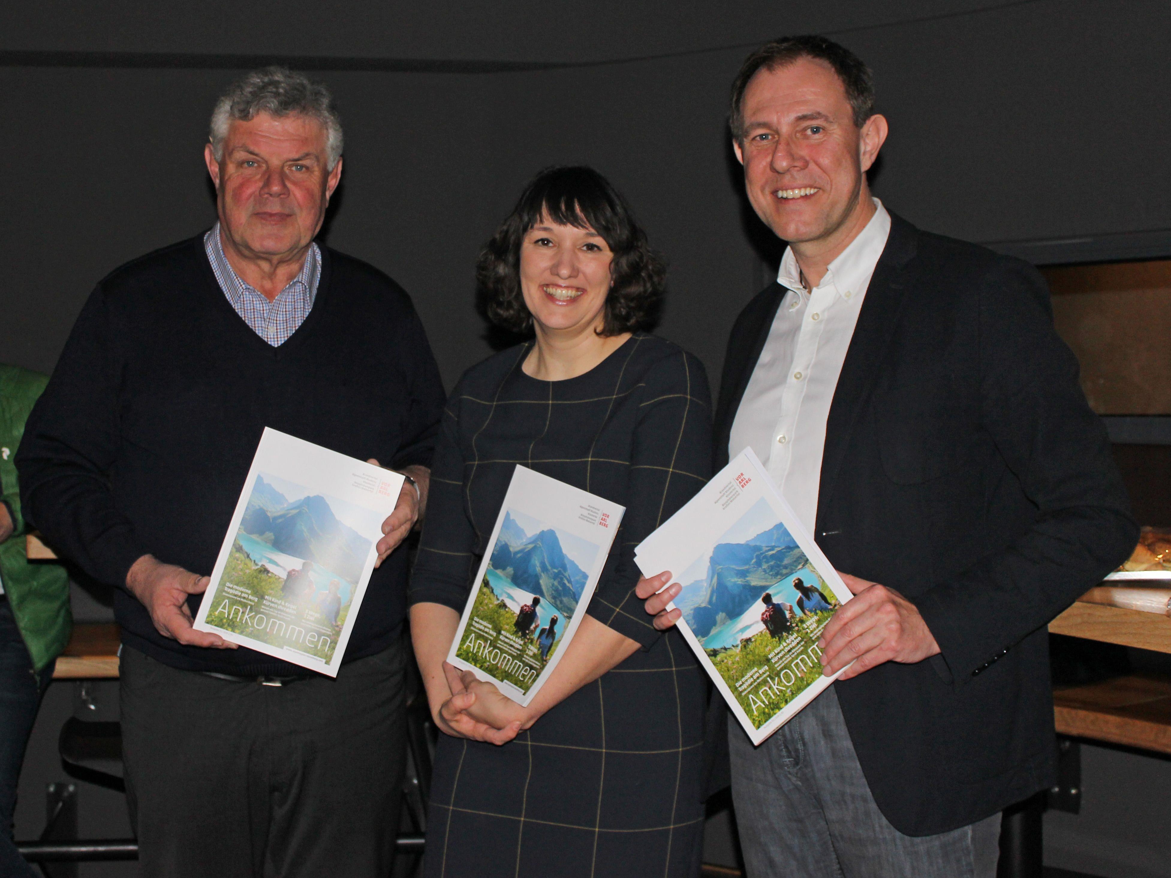Waren stolz, die neue Zeitschrift den anwesenden Gästen zu präsentieren: Mandi Katzenmayer, Kerstin Biedermann-Smith und Christian Schützinger (v.l.)