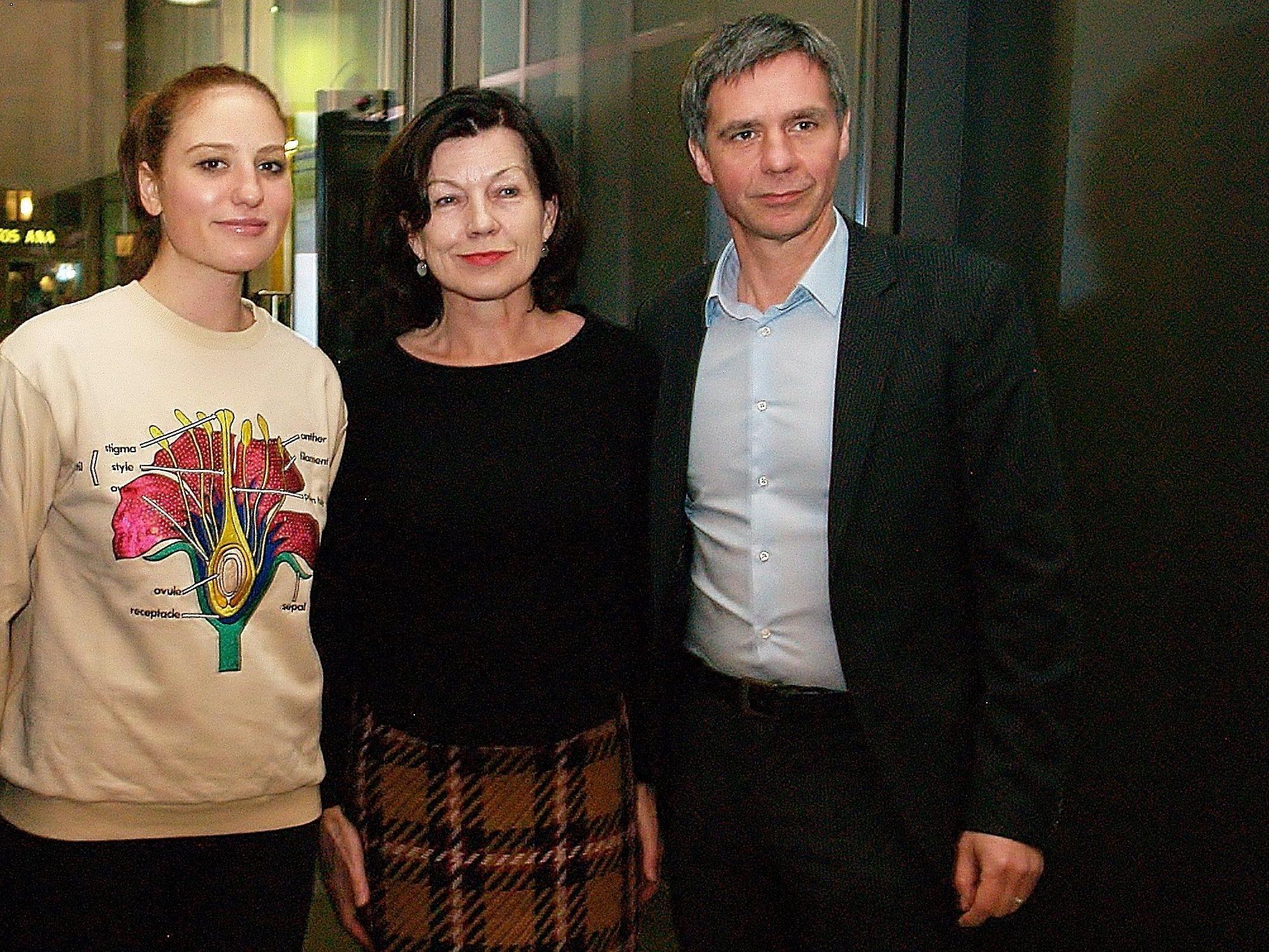 Künstlerin Rachel Rose mit  Margareta Eberle-Kirchmayr (Präsidentin KUB Freunde) und Direktor Thomas D. Trummer bei der Ausstellungseröffnung