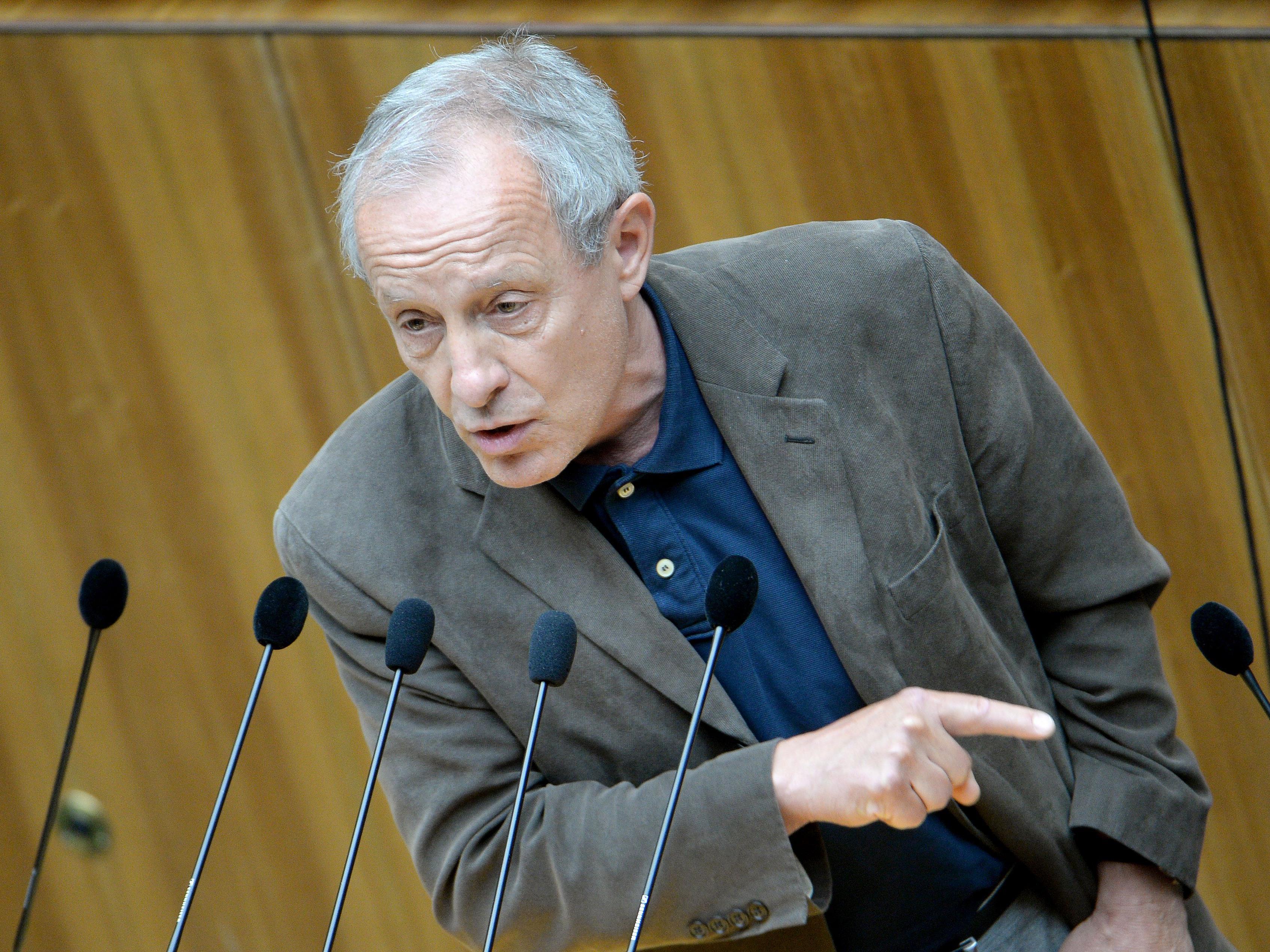 Peter Pilz will den umstrittenen Verein ATIB auflösen lassen.