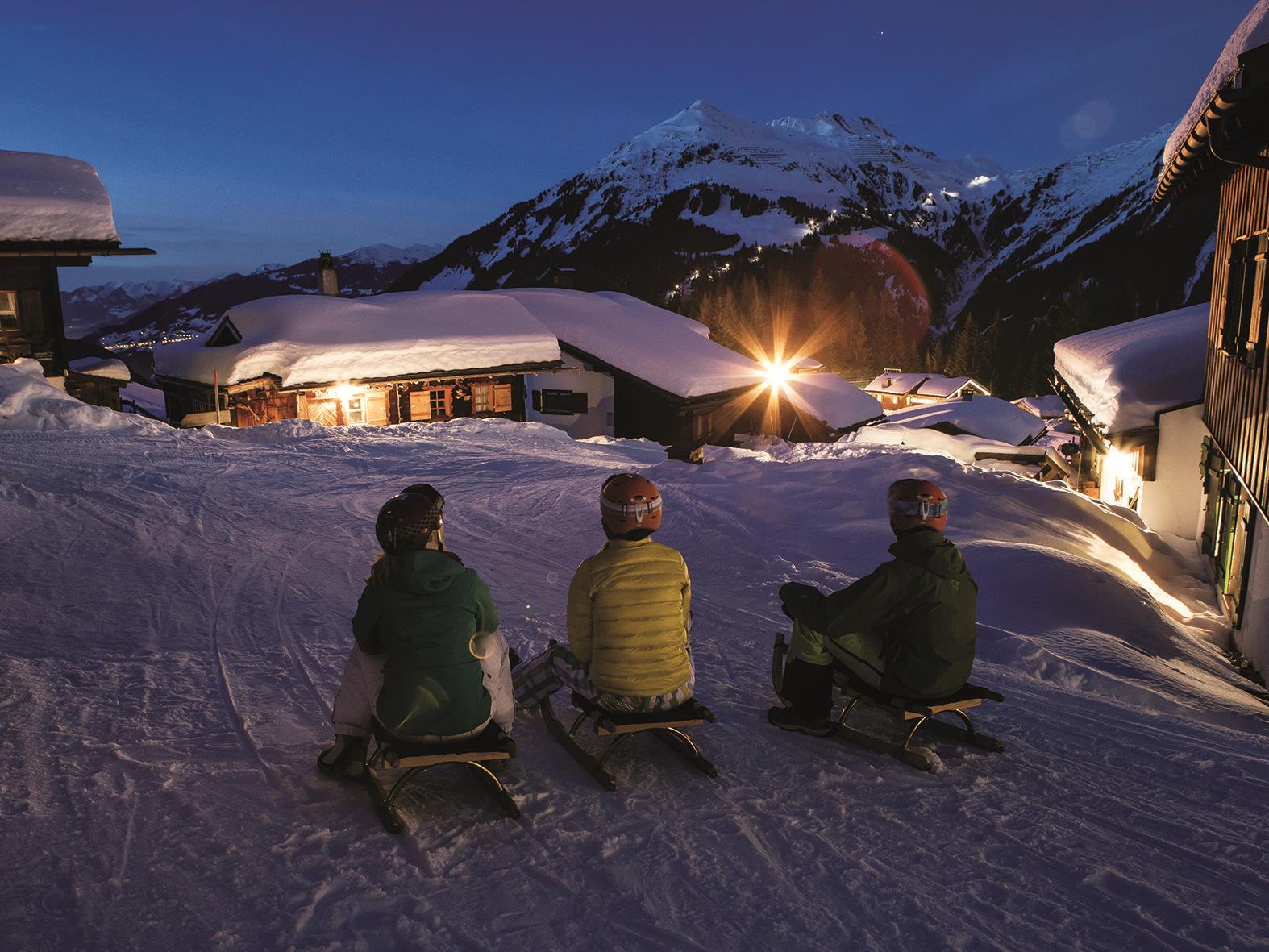Auf der längsten beleuchteten Nachtrodelbahn Vorarlbergs geht es von Garfrescha ins Tal.
