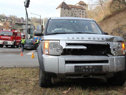 Nach einer Missachtung der Vorfahrt kam es am Sonntag in Feldkirch zu einem schweren Verkehrsunfall.