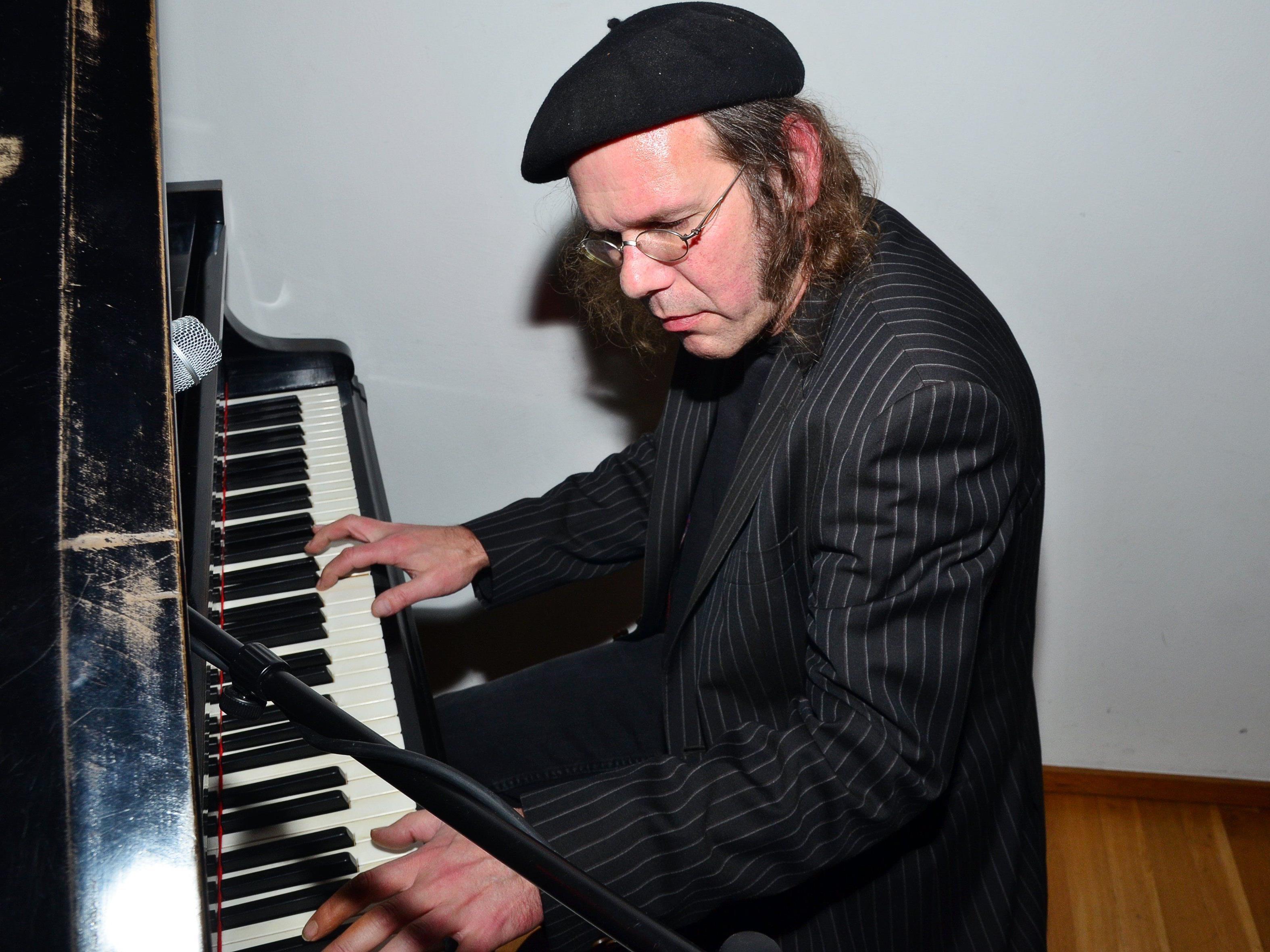 Pianist Dietmar Bitsche in Aktion