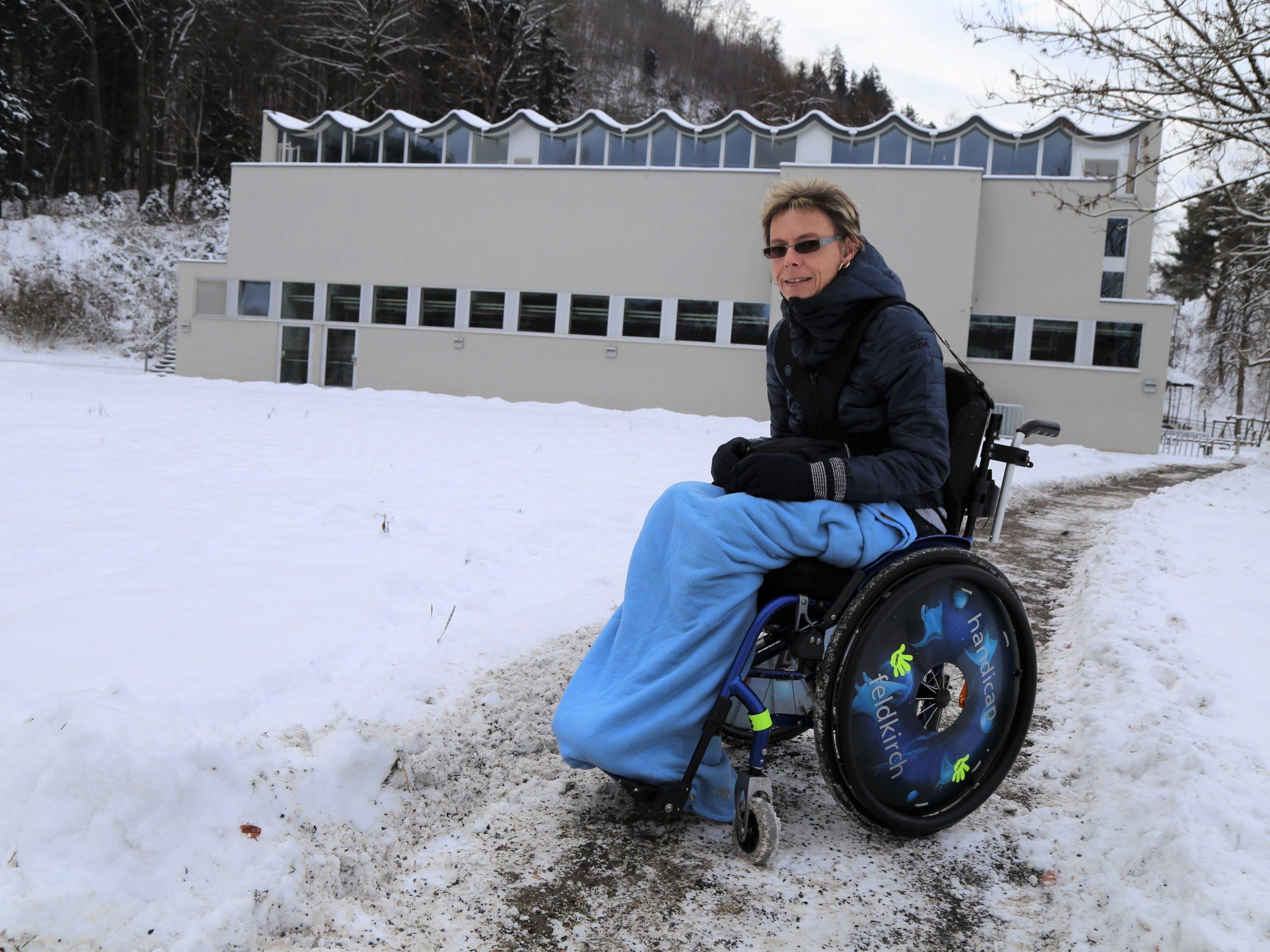 Gabi Schenk, Obfrau Stammtisch für Menschen mit Handicap, freut sich über die Anschaffung.