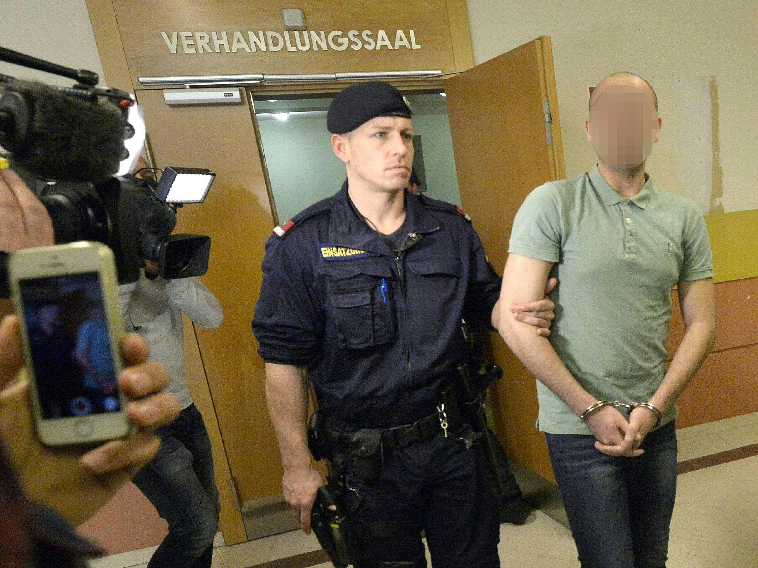 Beim Prozess gegen neun Iraker nach Gruppenvergewaltigung einer 28-Jährigen