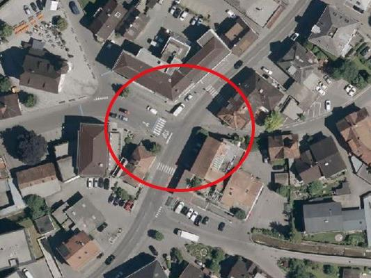 Der Unfall ereignete sich auf einem Schutzweg nahe des Junker-Jonas-Platzes in Götzis.