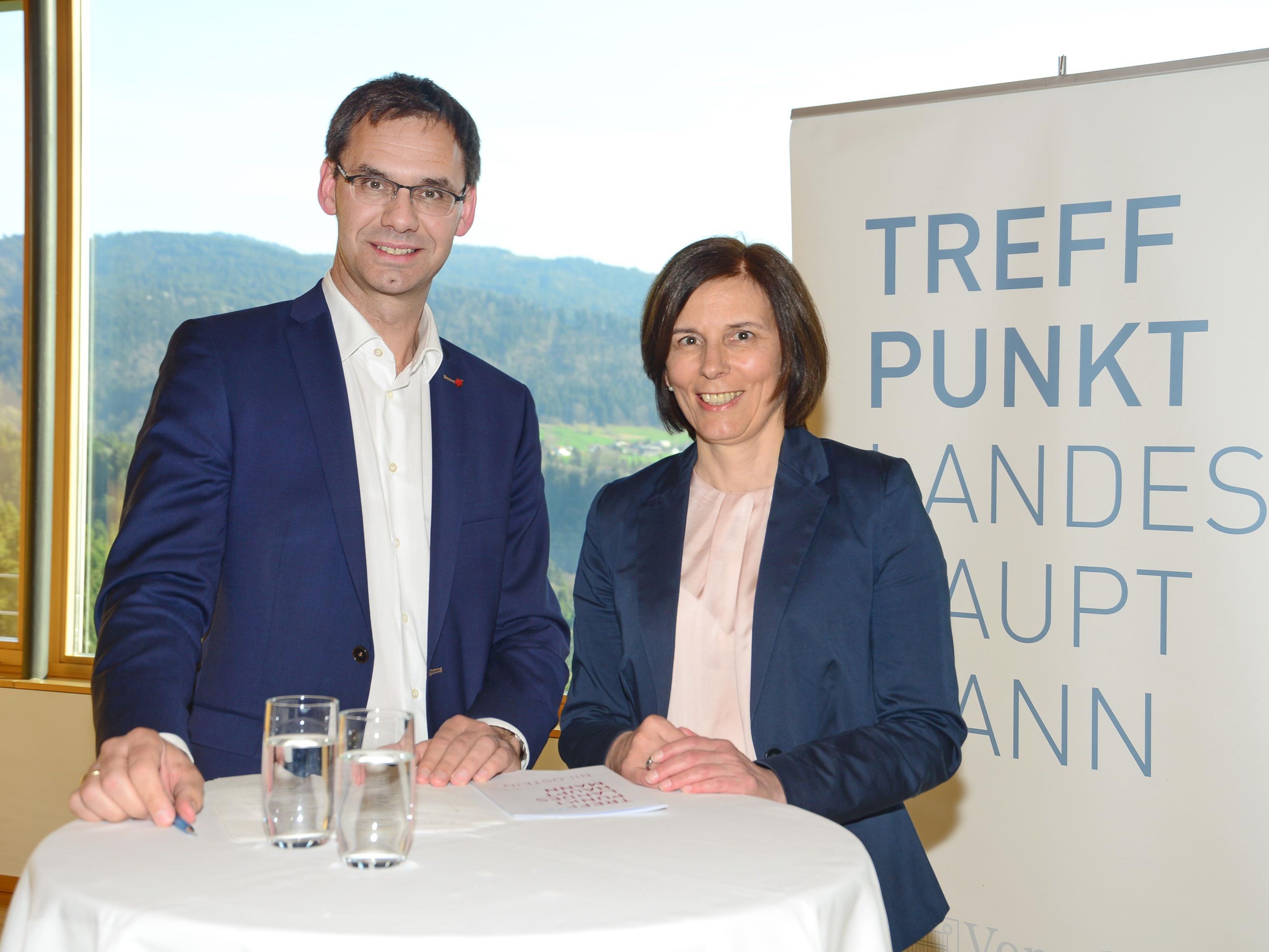 Landeshauptmann Markus Wallner begrüßte gemeinsam mit Bürgermeisterin Judith Schilling-Grabher rund 30 Wirtschaftstreibende, Vereinsobleute und Mitglieder der örtlichen Gemeindevertretung.