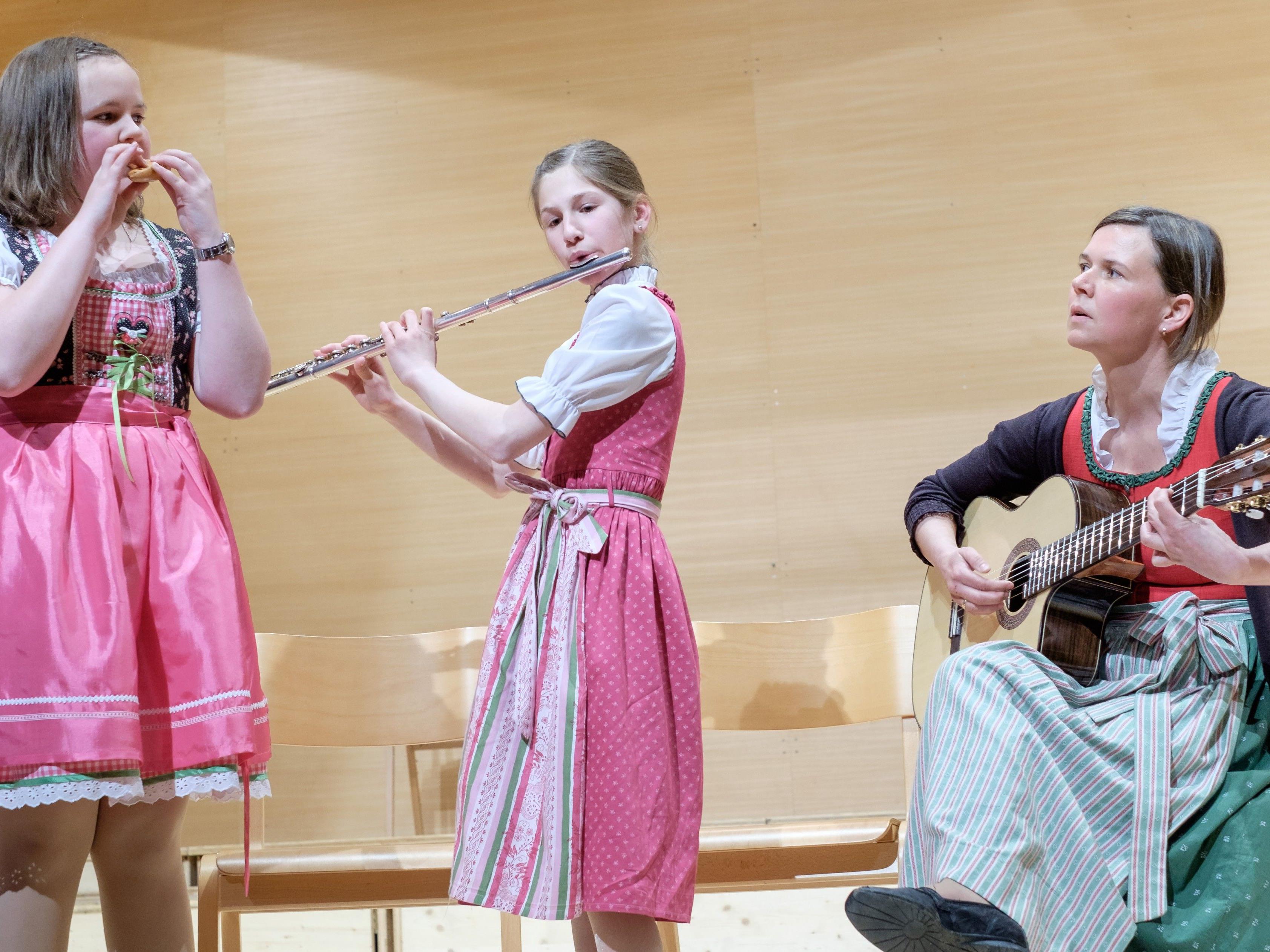 Okarina, Querflöte und Gitarre im wohlklingenden Zusammenspiel.