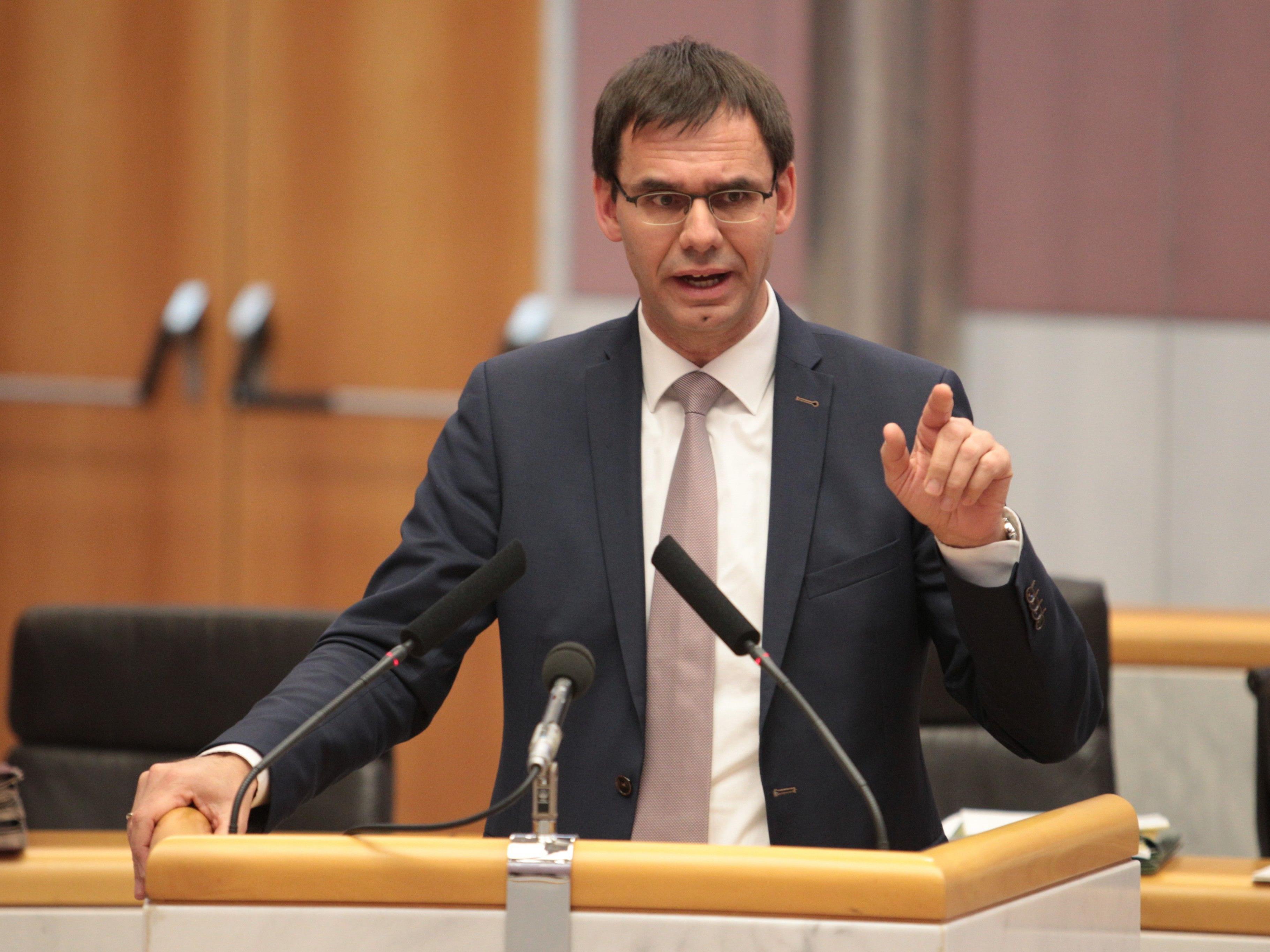 Landeshauptmann Wallner hat sich für ein Burkaverbot im öffentlichen Raum ausgesprochen.