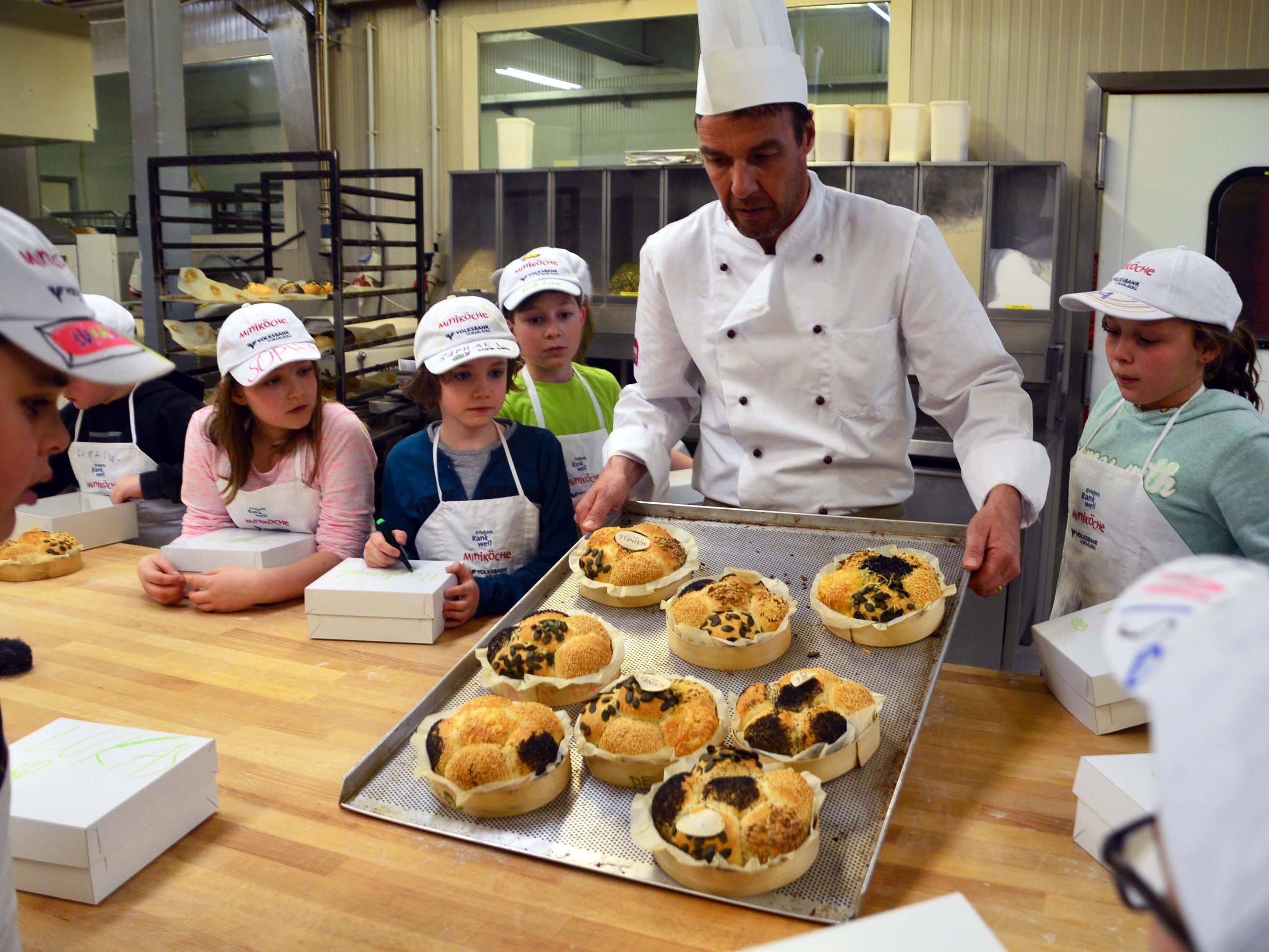 Zum Abschluss durften die Kinder das selbstgemachte Brot und einen frischen Kräuter-Topfenaufstrich mit nach Hause nehmen.