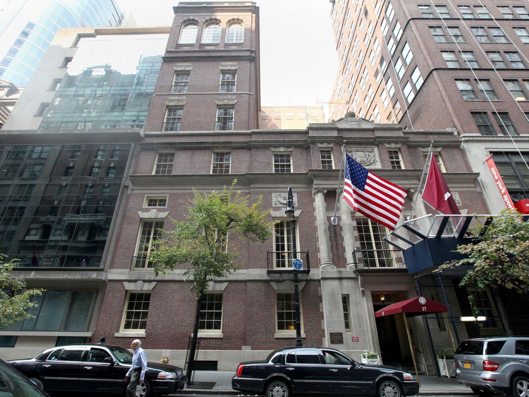 Die Hauptpreise werden im renommierten Harvard Club New York verliehen.