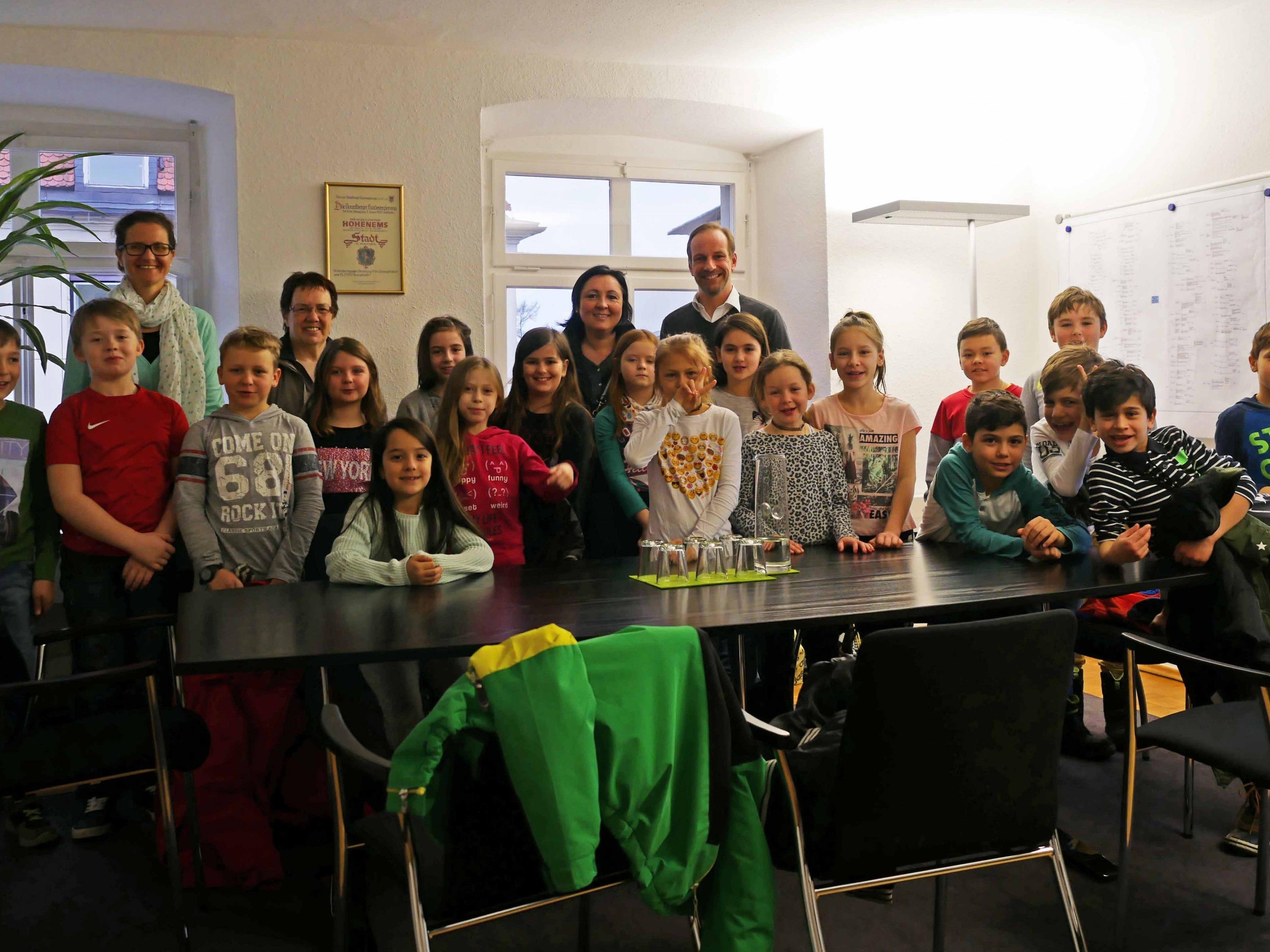 Die Schüler/innen der 3d-Klasse der VS Herrenried zu Gast im Bürgermeisterbüro.