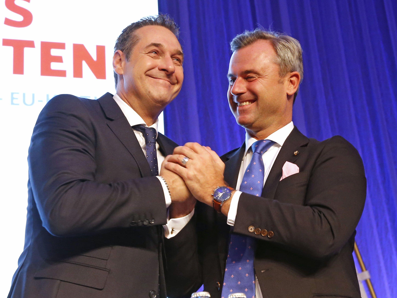 FPÖ-Chef Heinz-Christian Strache ist am Samstag beim Bundesparteitag in Klagenfurt in seinem Amt klar bestätigt worden. Er erhielt 98,7 Prozent der Delegiertenstimmen.