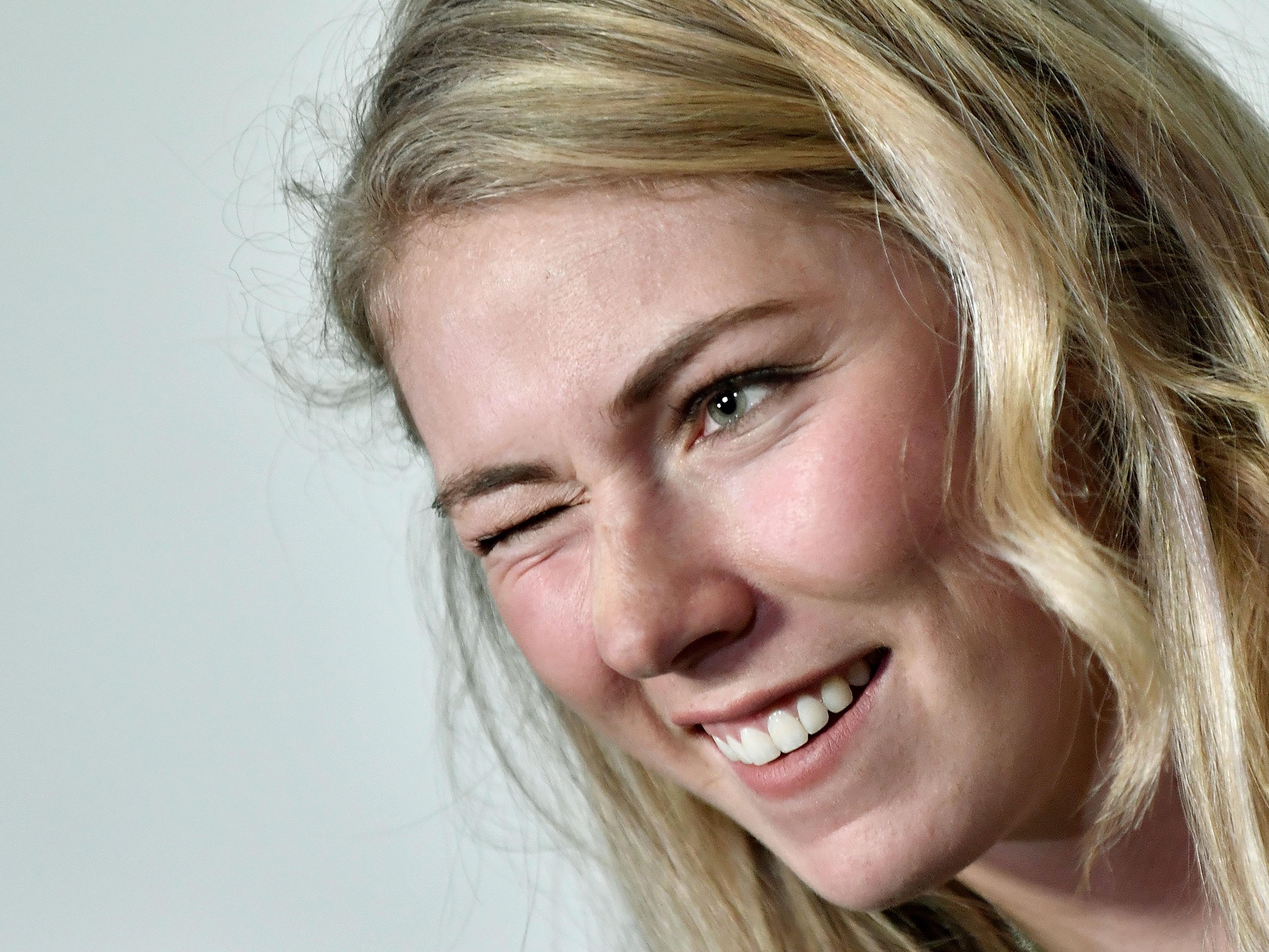 Die seit ein paar Tagen 22-jährige Mikaela Shiffrin hat zum ersten Mal in ihrer Karriere den Gesamtweltcup der Damen gewonnen.