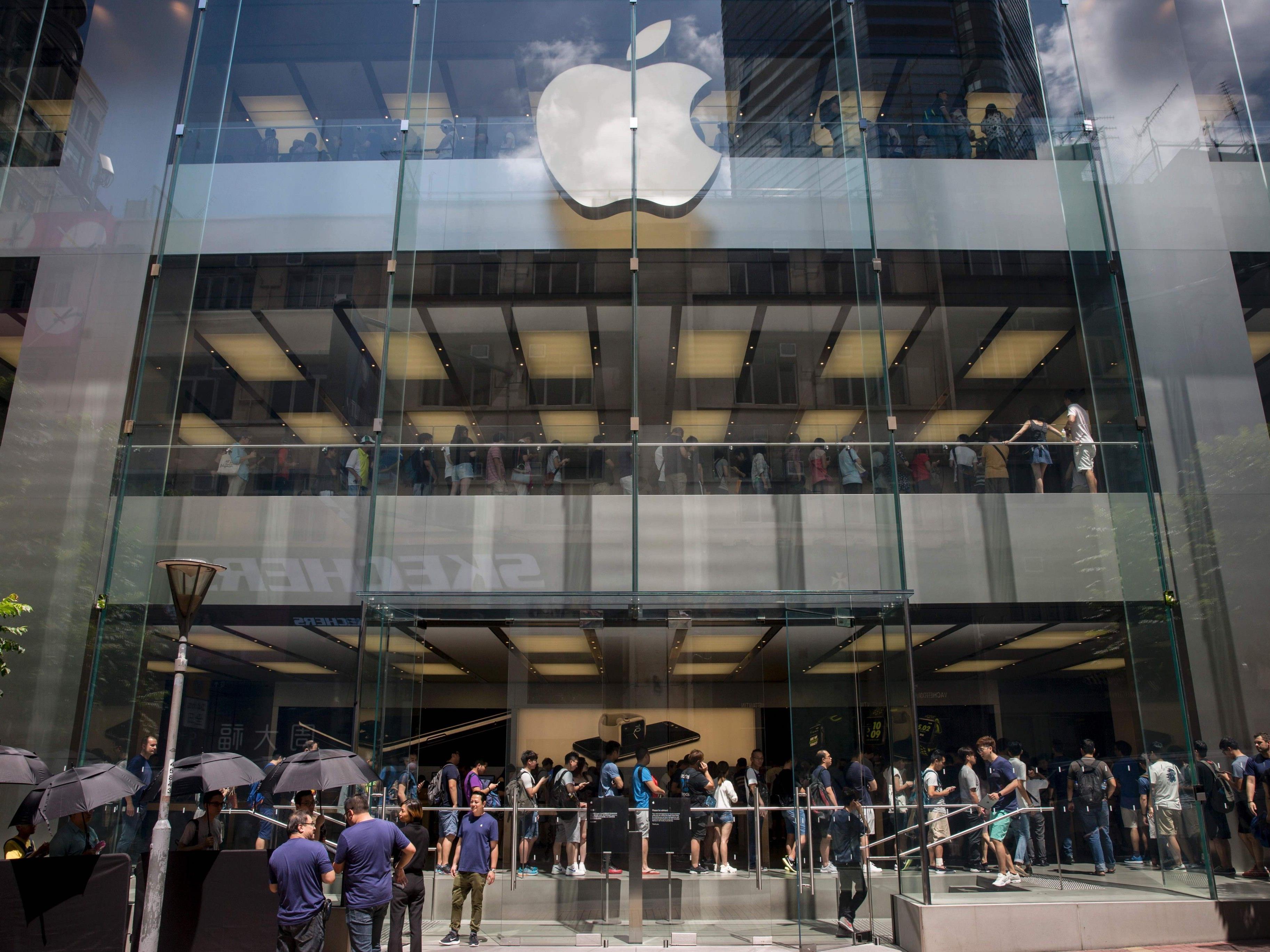 Am Erscheinungsdatum des Iphone 7 standen viele Menschen Schlange beim Apple Store in Hong Kong.