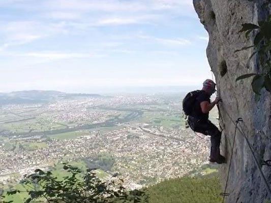 Klettersteig Via Kapf : Mathias u201calpinfitnessu201d nesensohn auf dem klettersteig via kapf in