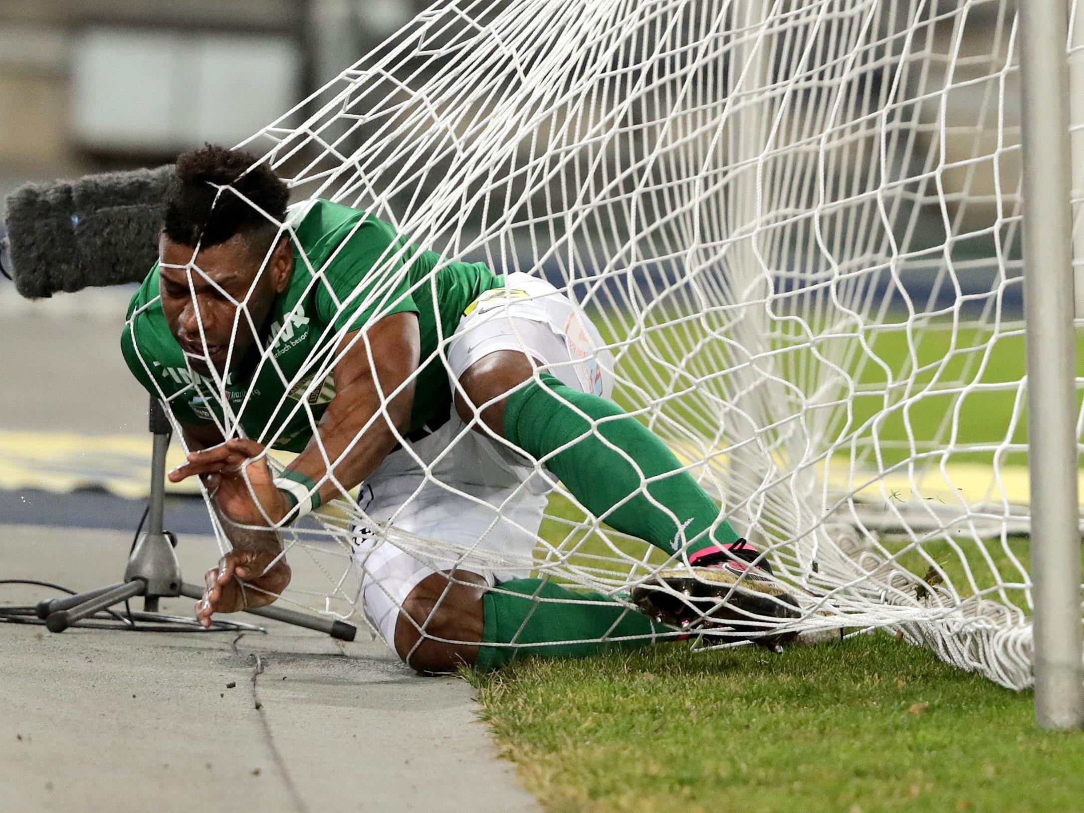 Gegen Insbruck soll der Ball, nicht Alves Jailson Severiano, im Tor landen.