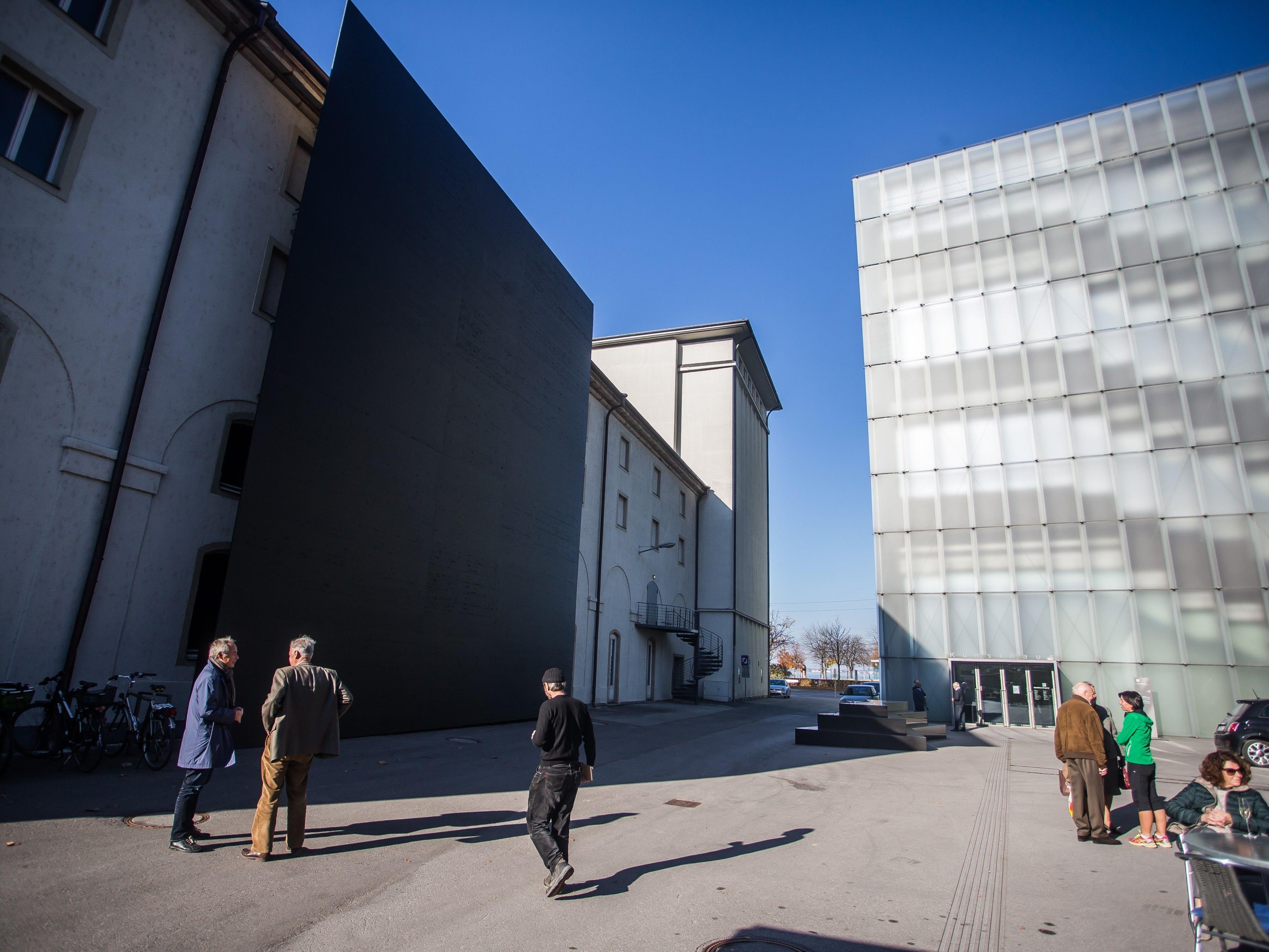 Die Ausstellung von Adrian Villar Rojas muss verschoben werden.