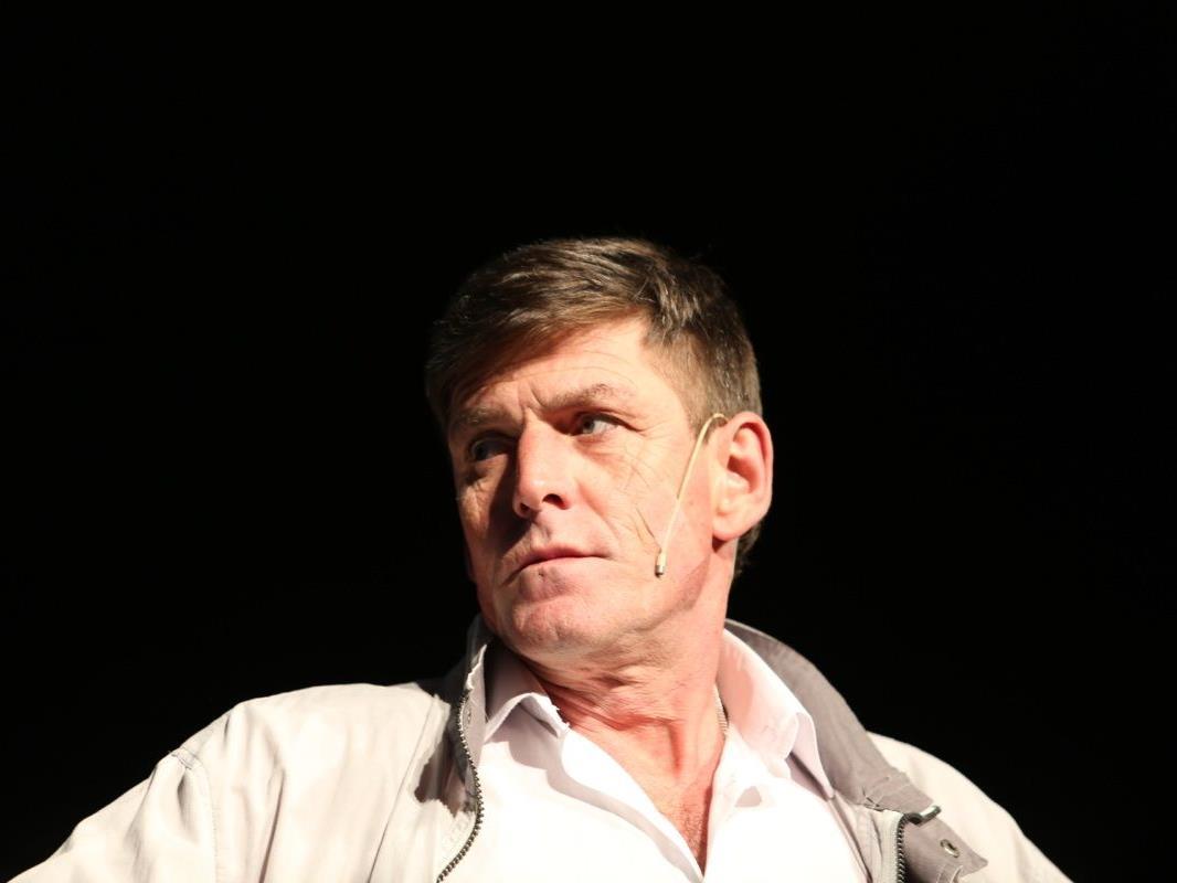 Der Meister der Mimik: Jörg Adlassnigg ist nicht nur Lehrer aus Leidenschaft, sondern fühlt sich auf der Bühne pudelwohl.