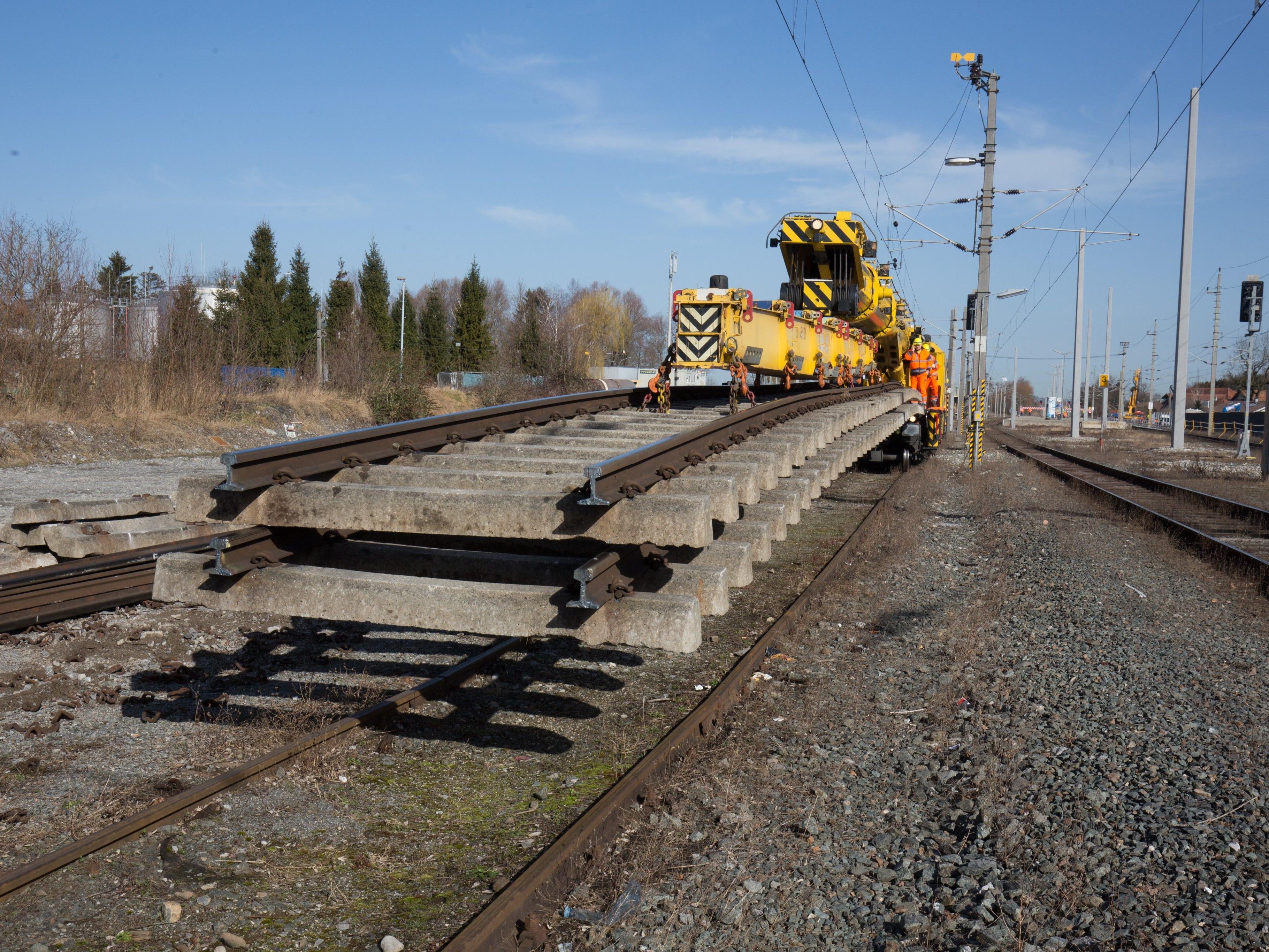 Insgesamt rund 80 Millionen Euro investieren die ÖBB in Vorarlberg, unter anderem in den Ausbau des Bahnhofs Lustenau.