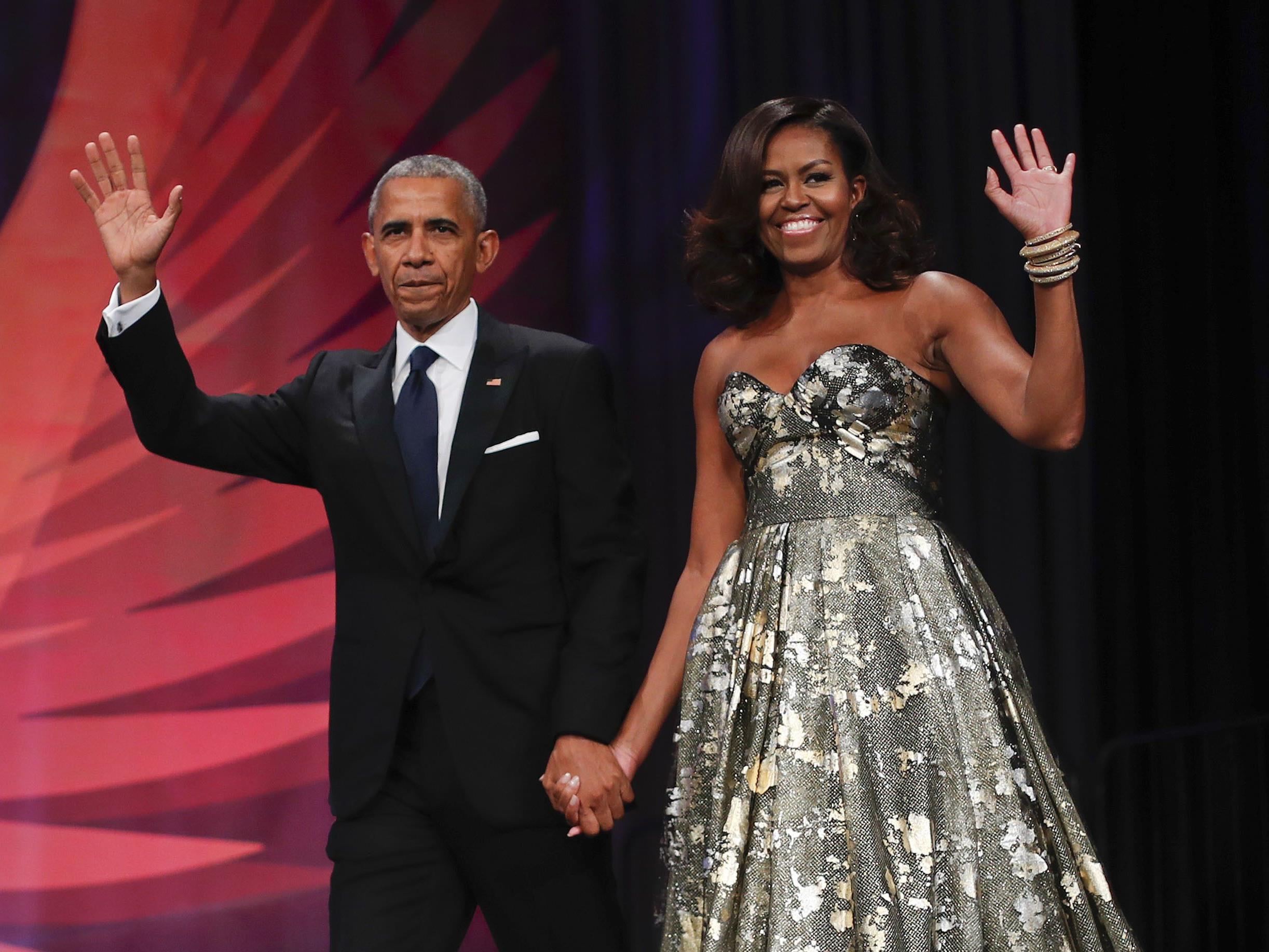 Barack Obama und seine Frau Michelle haben einen millionenschweren Vertrag über ihre Memoiren abgeschlossen.