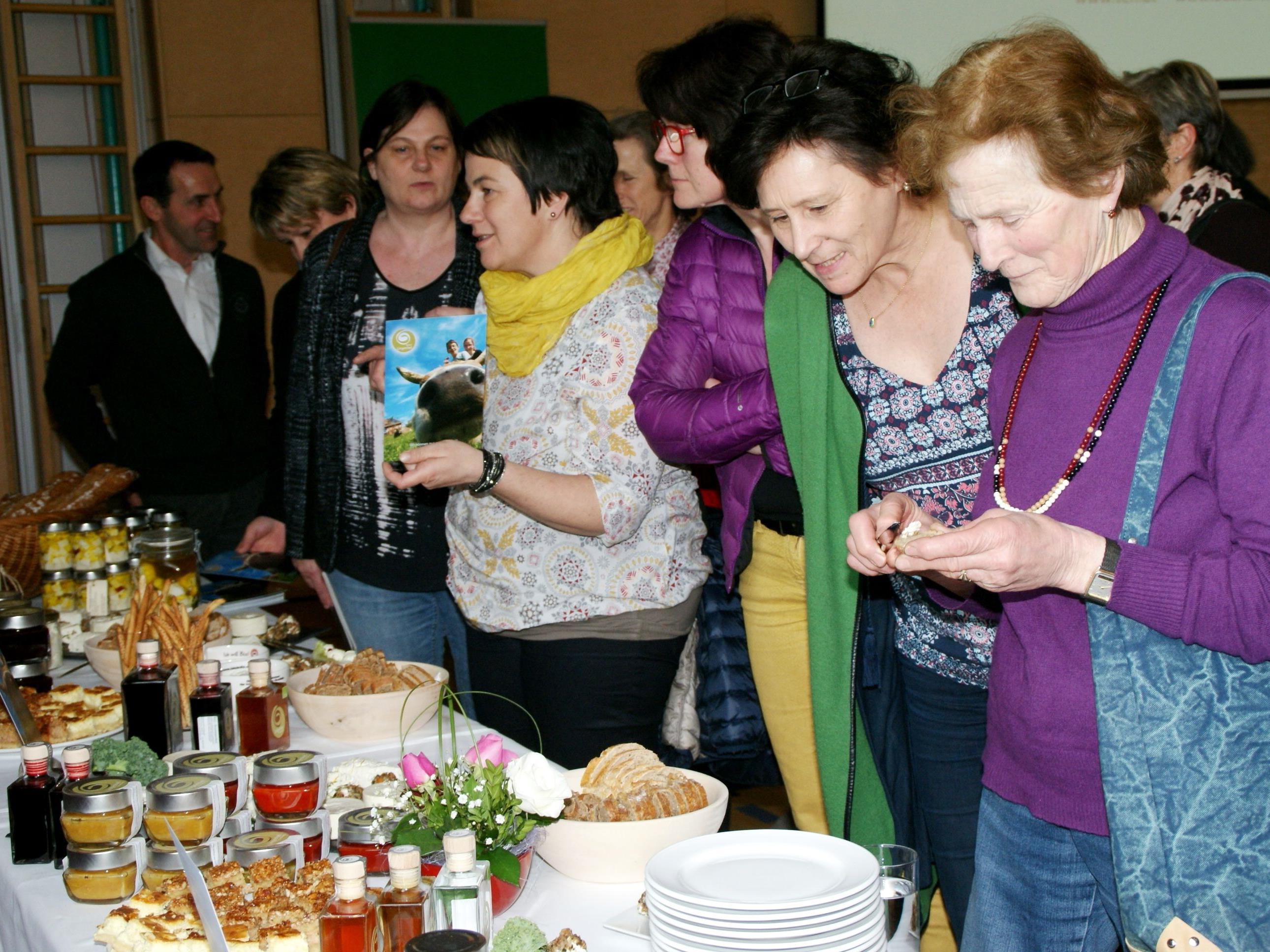 Die Besucherinnen genossen die regionalen Köstlichkeiten