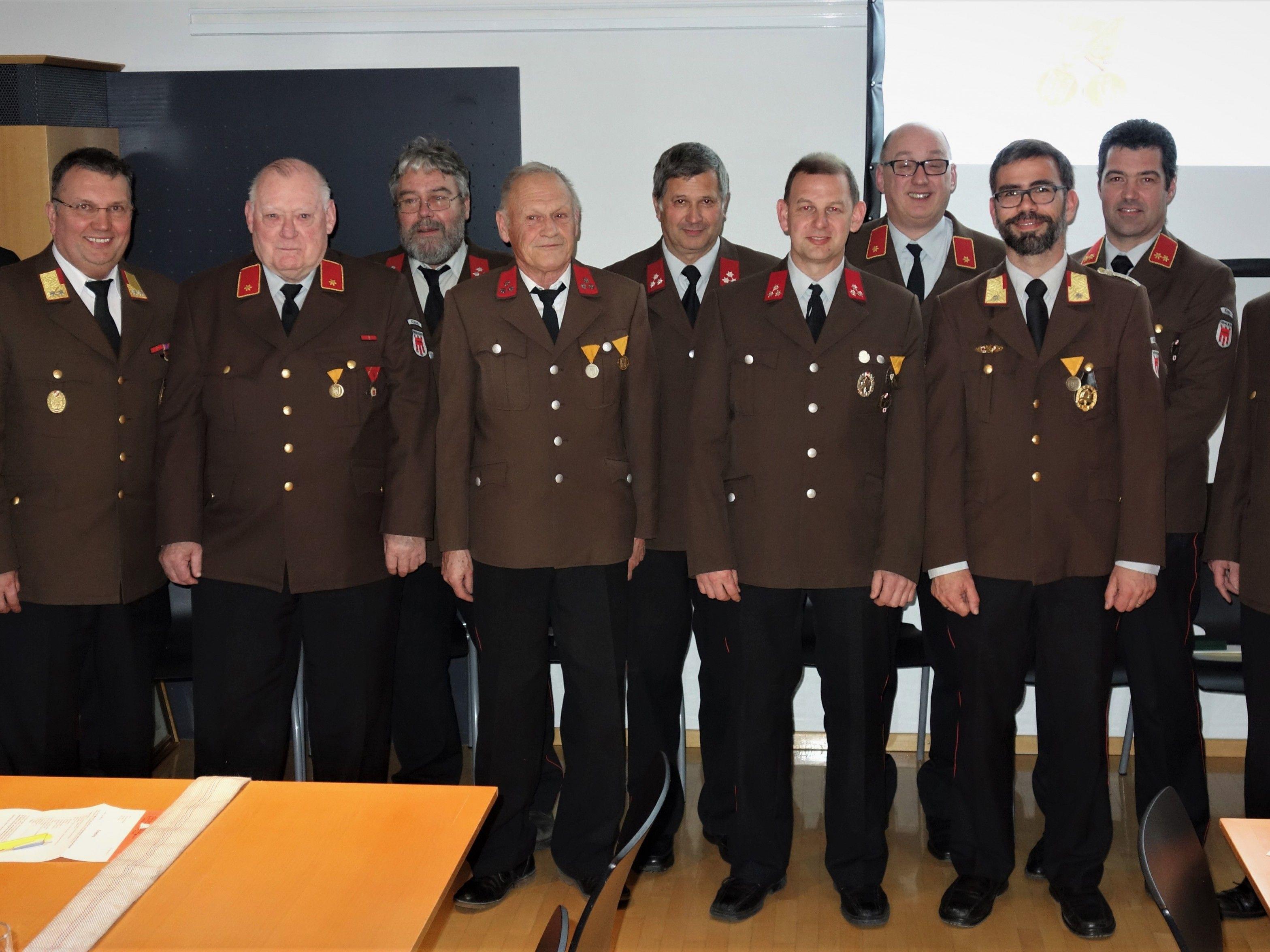 Zahlreiche Ehrungen gab es bei der 93. JHV der Feuerwehr Klaus.