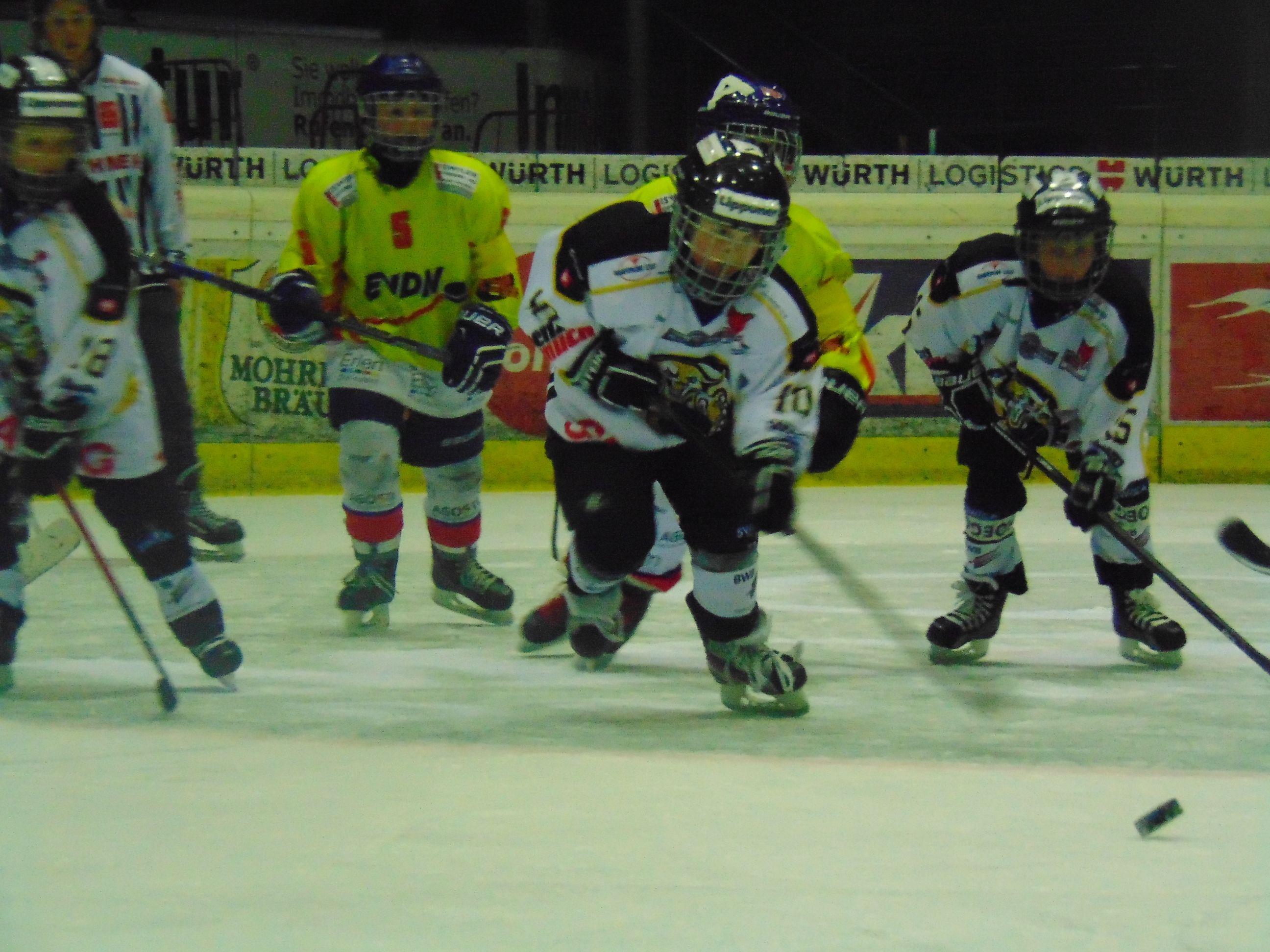Junge Hockeycracks aus drei Nationen waren im Messestadion