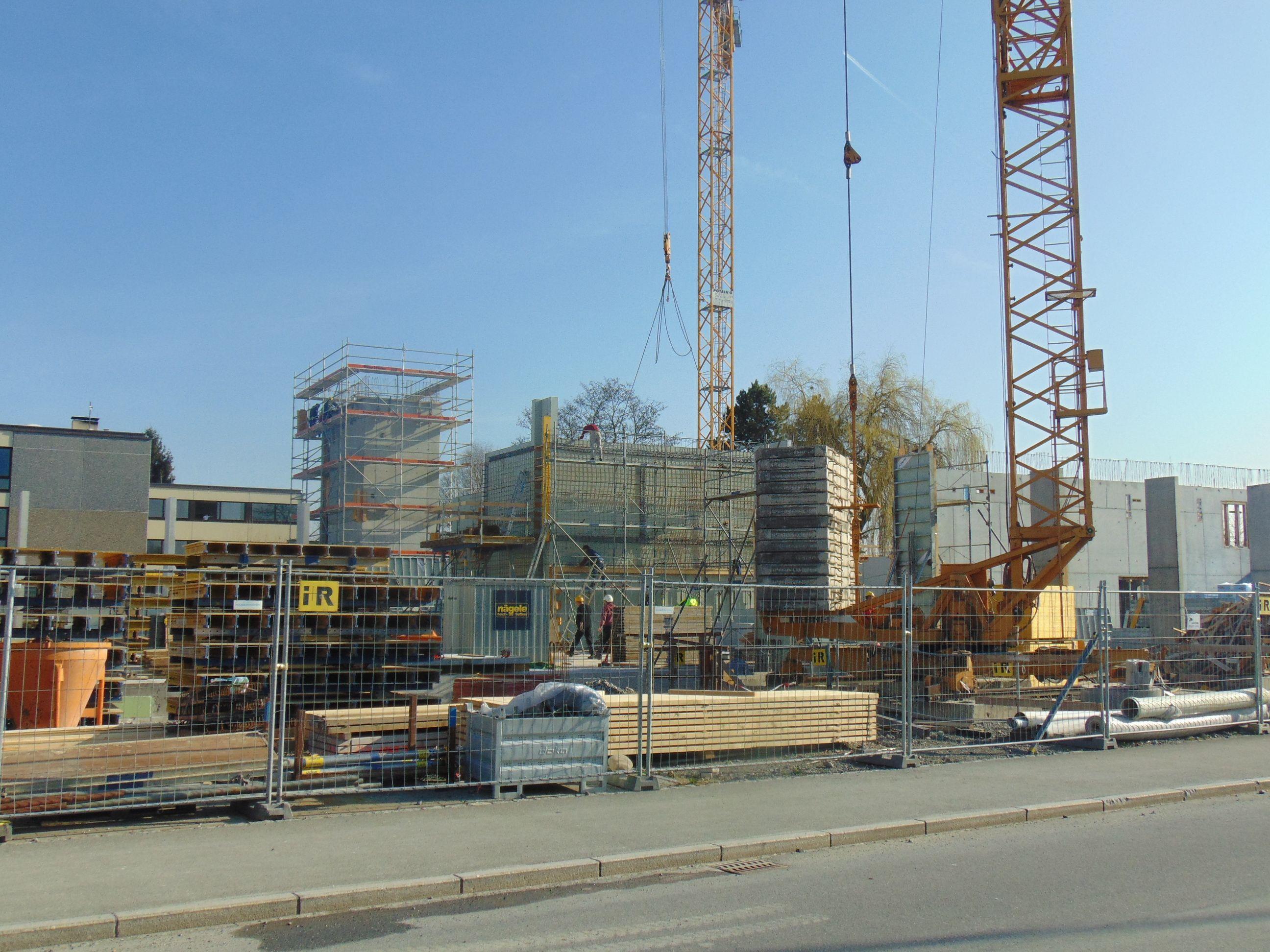 Das neue Feuerwehrhaus in Lustenau wächst in die Höhe