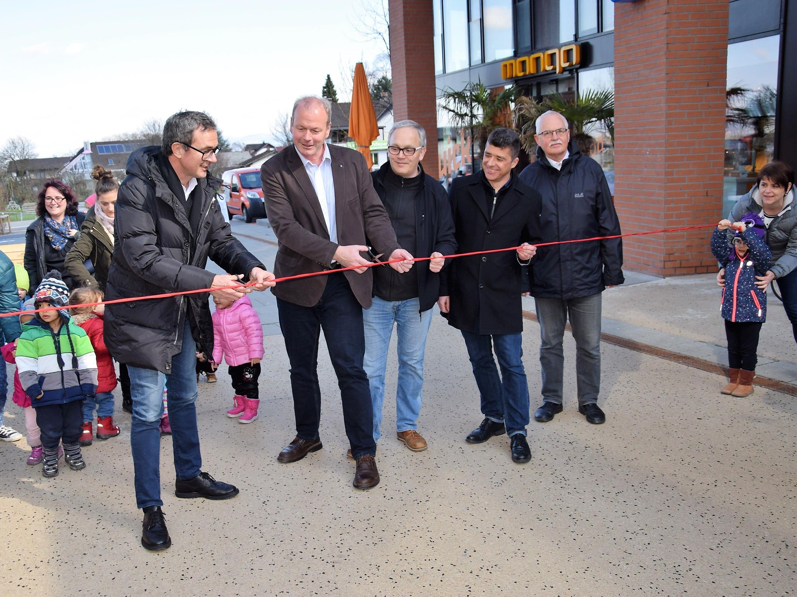 Die Fußgängerzone am Garnmarkt wurde vom Götzner Bürgermeister, Bernhard Ölz (Prisma), Thomas Ender, Clemens Ender und Walter Heinzle offiziell eröffnet