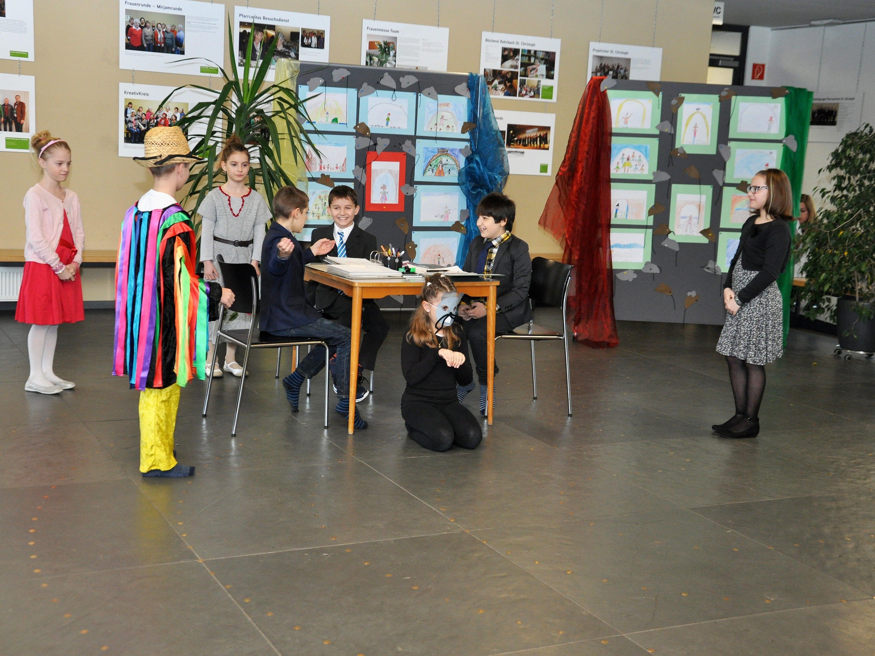 Die Kinder der 3b ernteten viel Applaus für ihren märchenhaften Auftritt.