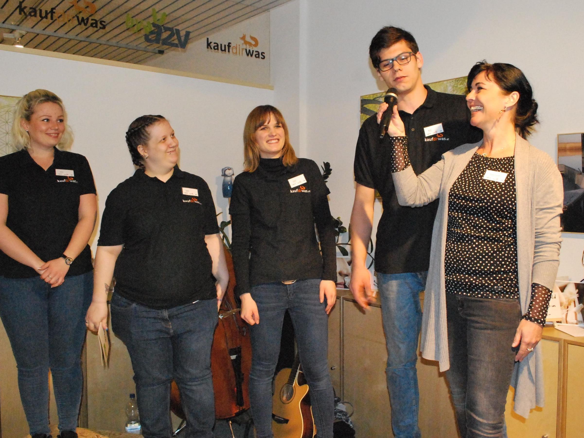 Die Auszubildenden im Gespräch mit Sozialpädagogin Romana Schweiger