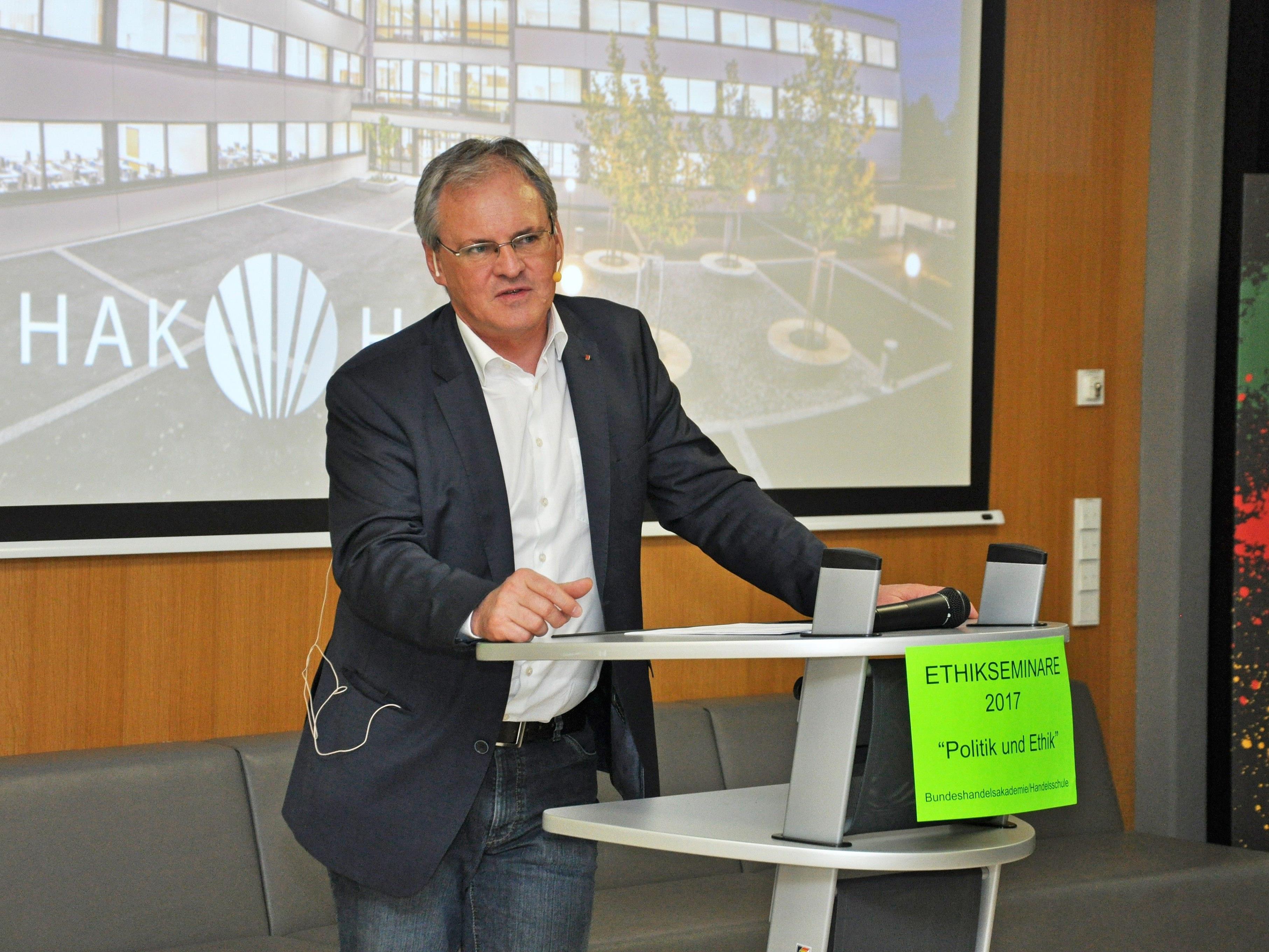 """""""Ethik und Politik"""" waren die Themen des Impulsreferats von Harald Sonderegger."""