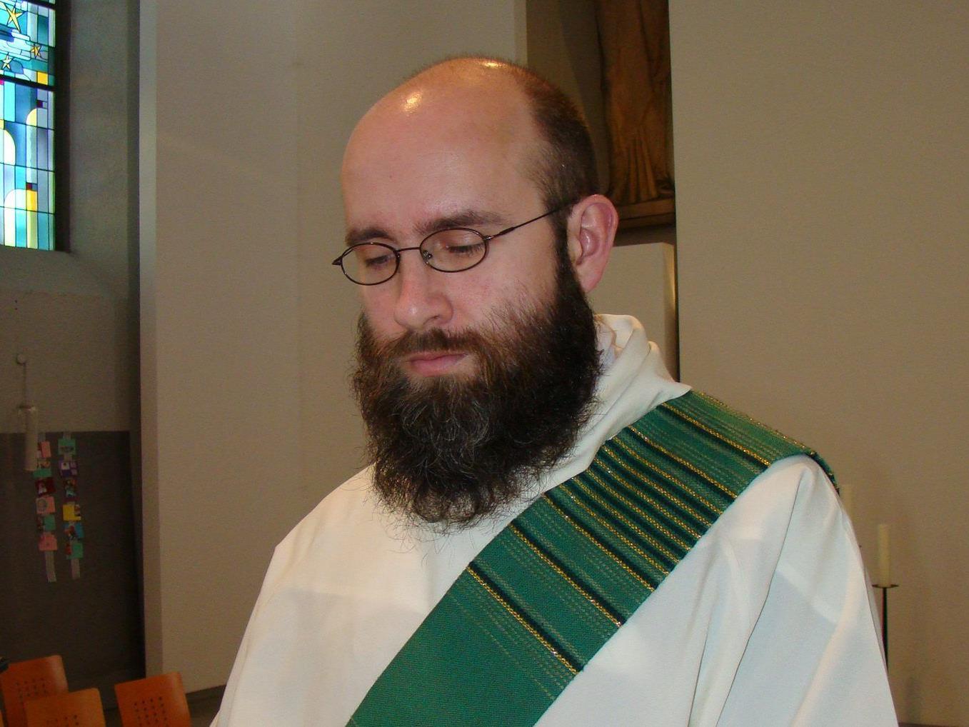 Der in Lustenau tätige Diakon Dariusz Radziechowski wurd am Samstag in Feldkirch zum Priester geweiht.