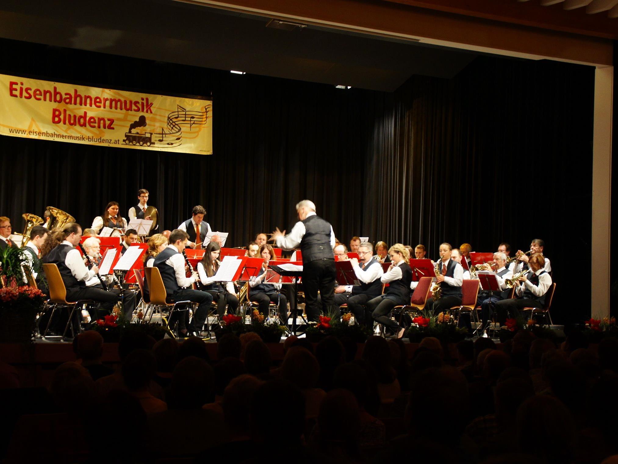 Im Sonnenbergsaal Nüziders spielt die Eisenbahnermusik Bludenz ihr Unterhaltungskonzert am Samstag, 18. März 2017.