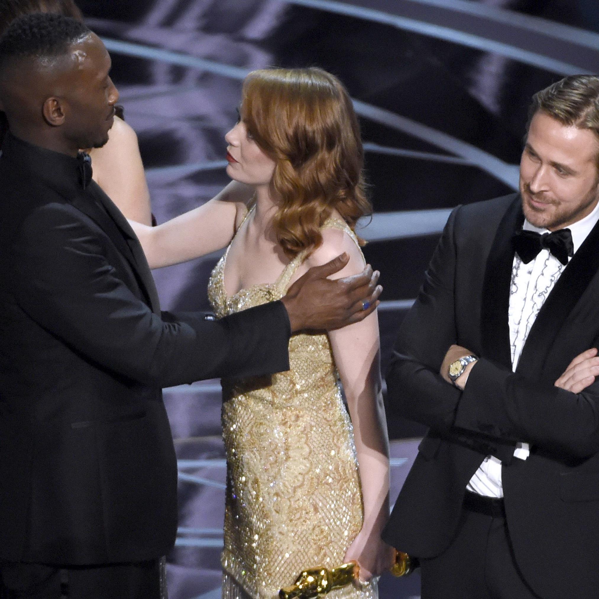 Emma Stone gratuliert Mahershala Ali für den wahren Sieg bei den Oscars.