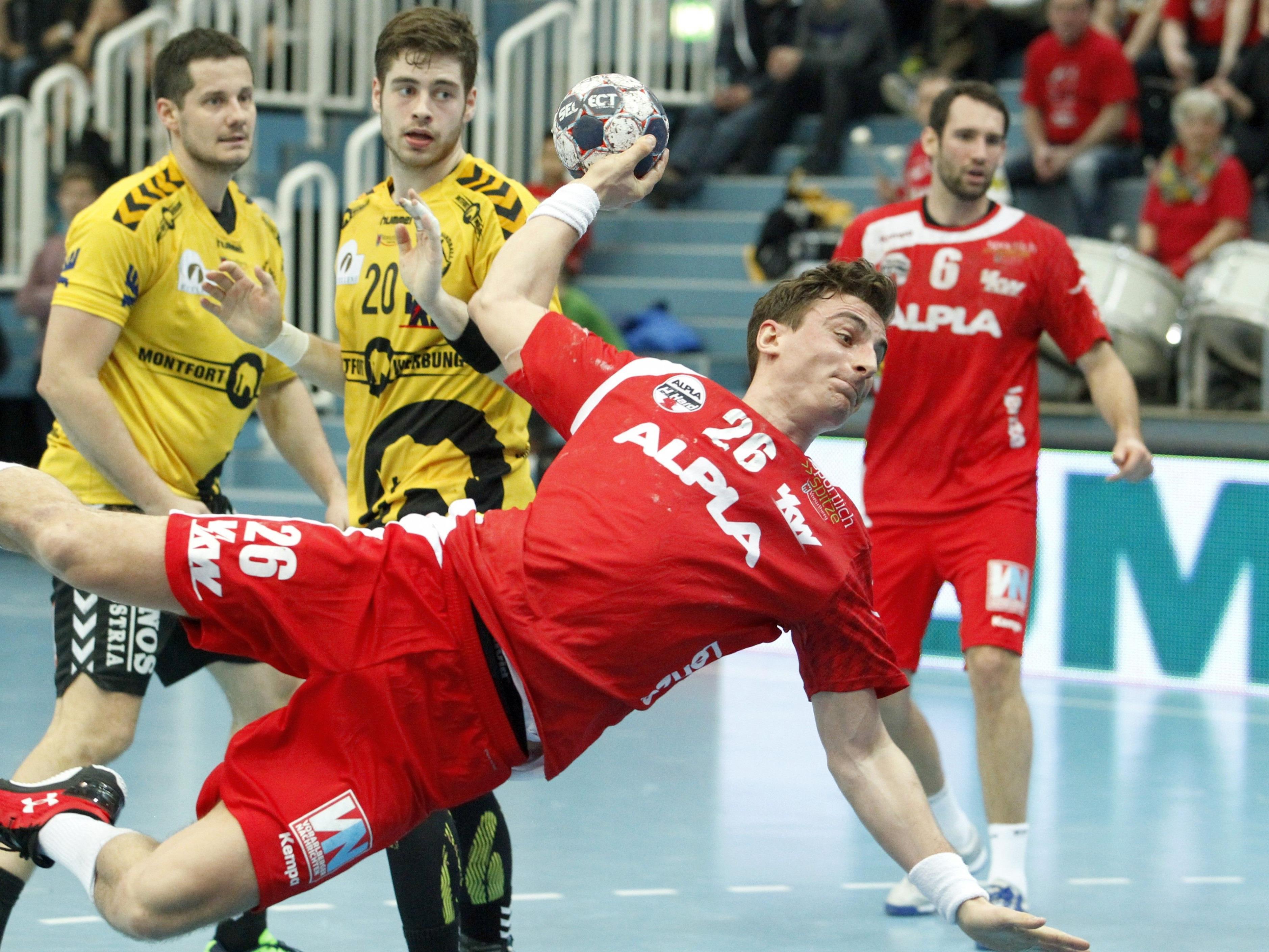 Am Dienstag sind Lukas Herburger (26 rot) und Ante Esegovic (20 gelb) im ÖHB Future Team 2020 vereint. Am Freitag stehen sich die beiden als Kontrahenten im 84. Ländle-Derby gegenüber.