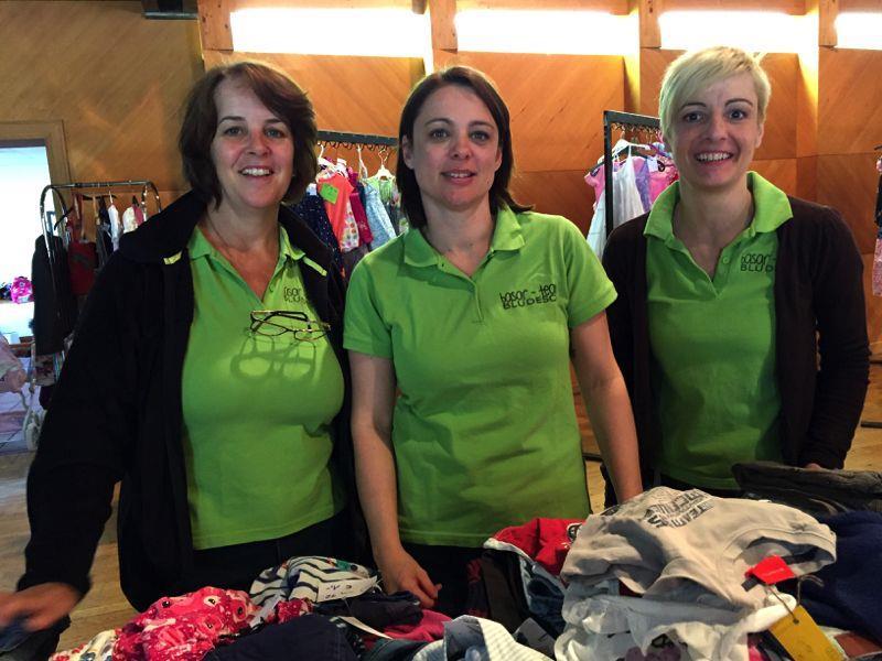Doris, Sabine und Sonja zeigten zusammen mit vielen anderen Verkäufern vollen Einsatz beim Frühjahrsbasar.
